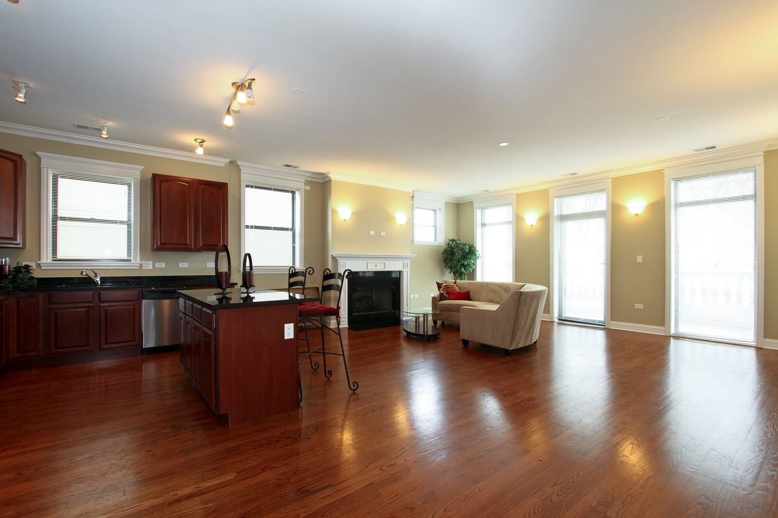 Real Estate Photography - 4815 S Drexel, Unit 3SW, Chicago, IL, 60615 - Kitchen / Living Room