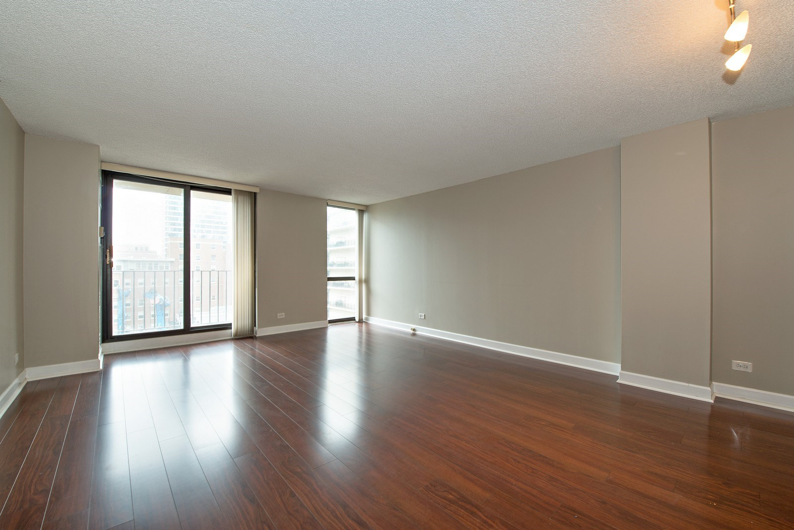 Real Estate Photography - 70 W Huron St, 807, Chicago, IL, 60654 - Living Room