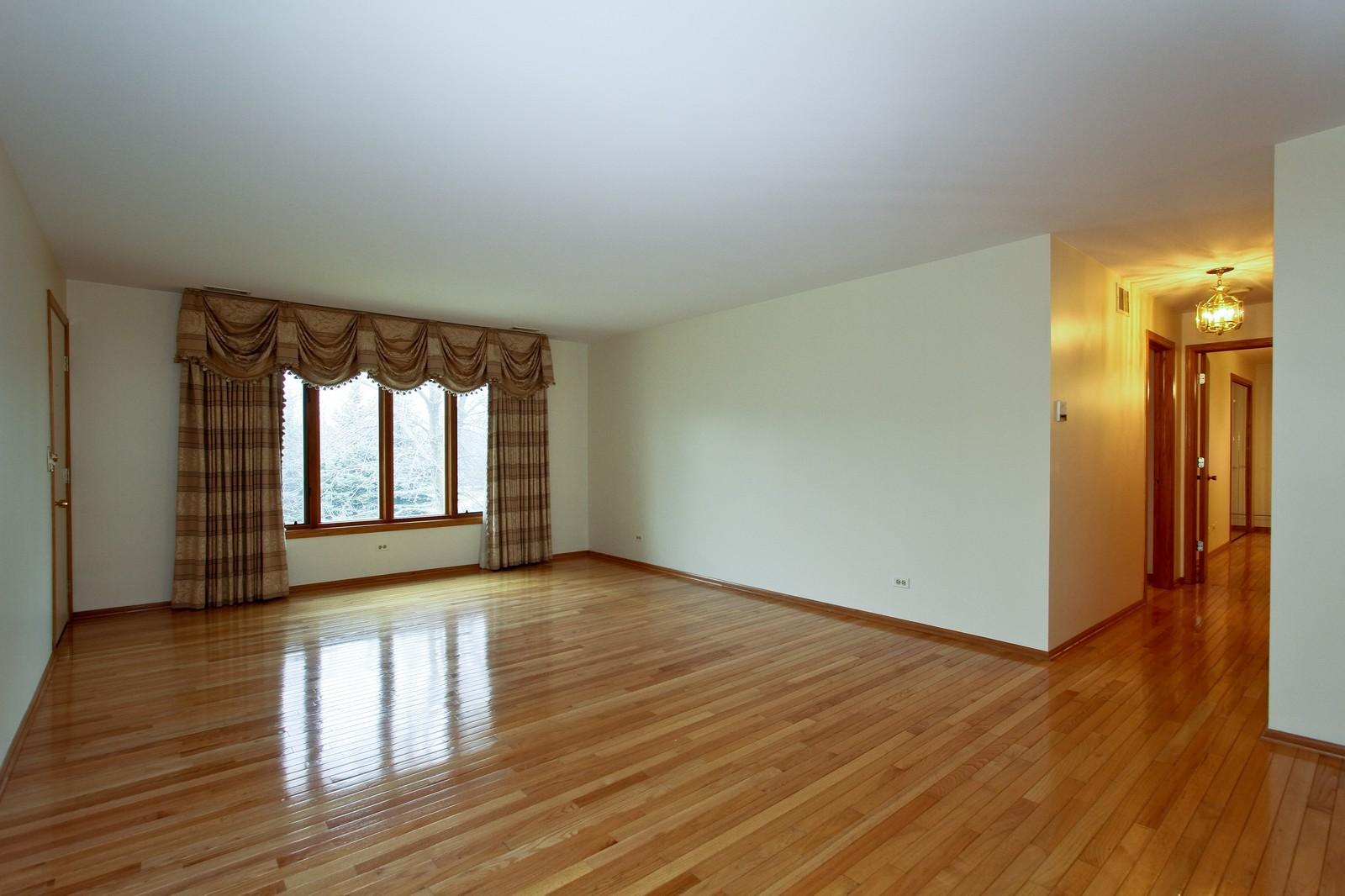 Real Estate Photography - 17 St. Moritz Dr., Unit 201, Palos Park, IL, 60464 - Living Room