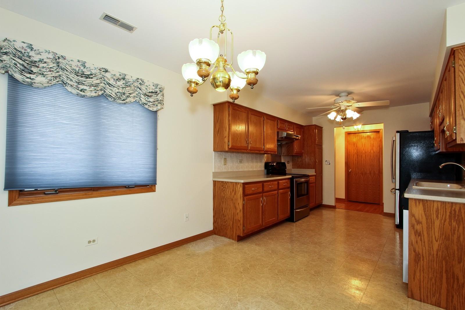 Real Estate Photography - 17 St. Moritz Dr., Unit 201, Palos Park, IL, 60464 - Kitchen