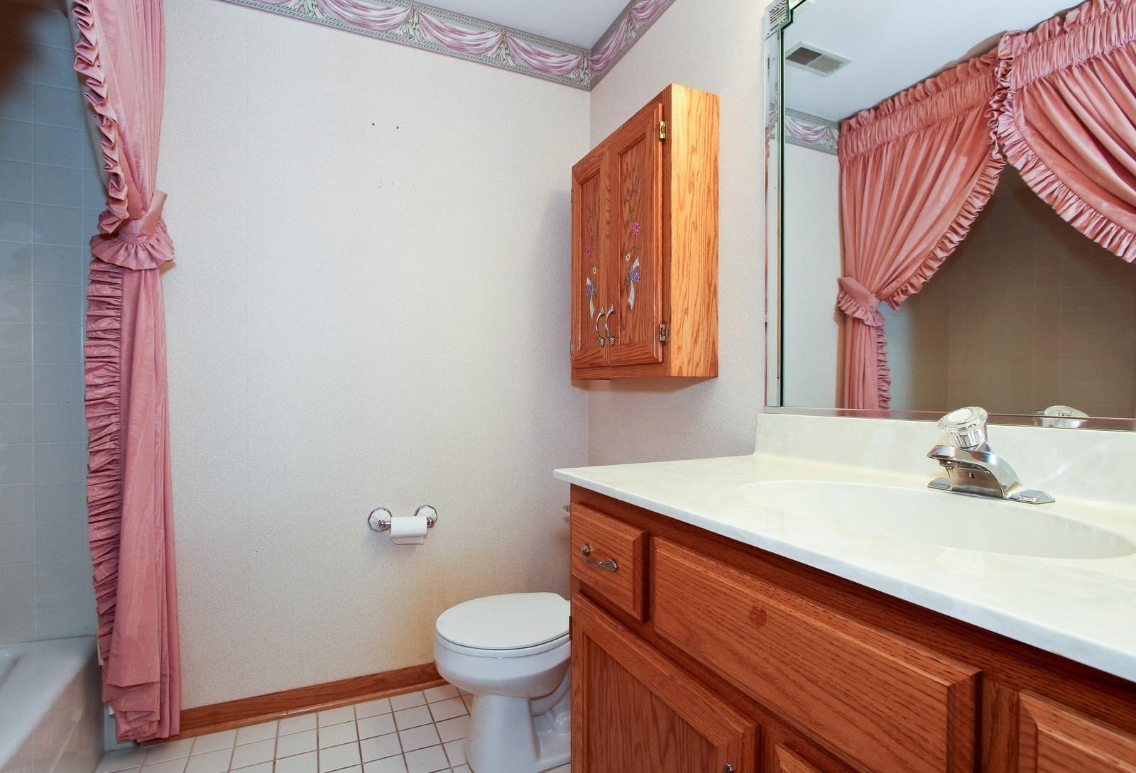 Real Estate Photography - 17 St. Moritz Dr., Unit 201, Palos Park, IL, 60464 - Bathroom