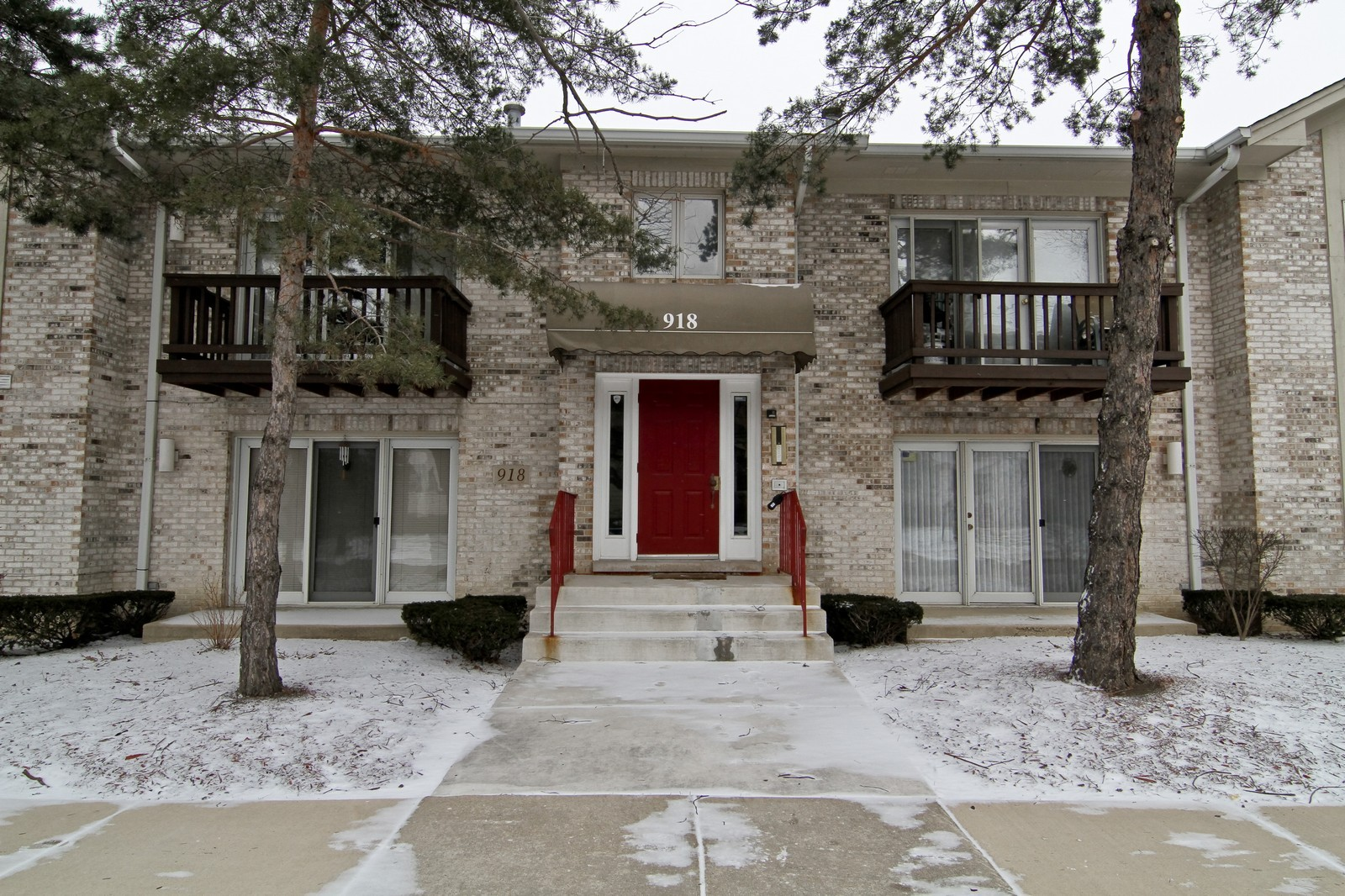 Real Estate Photography - 918 Rogers, 203, Downers Grove, IL, 60515 - Front View