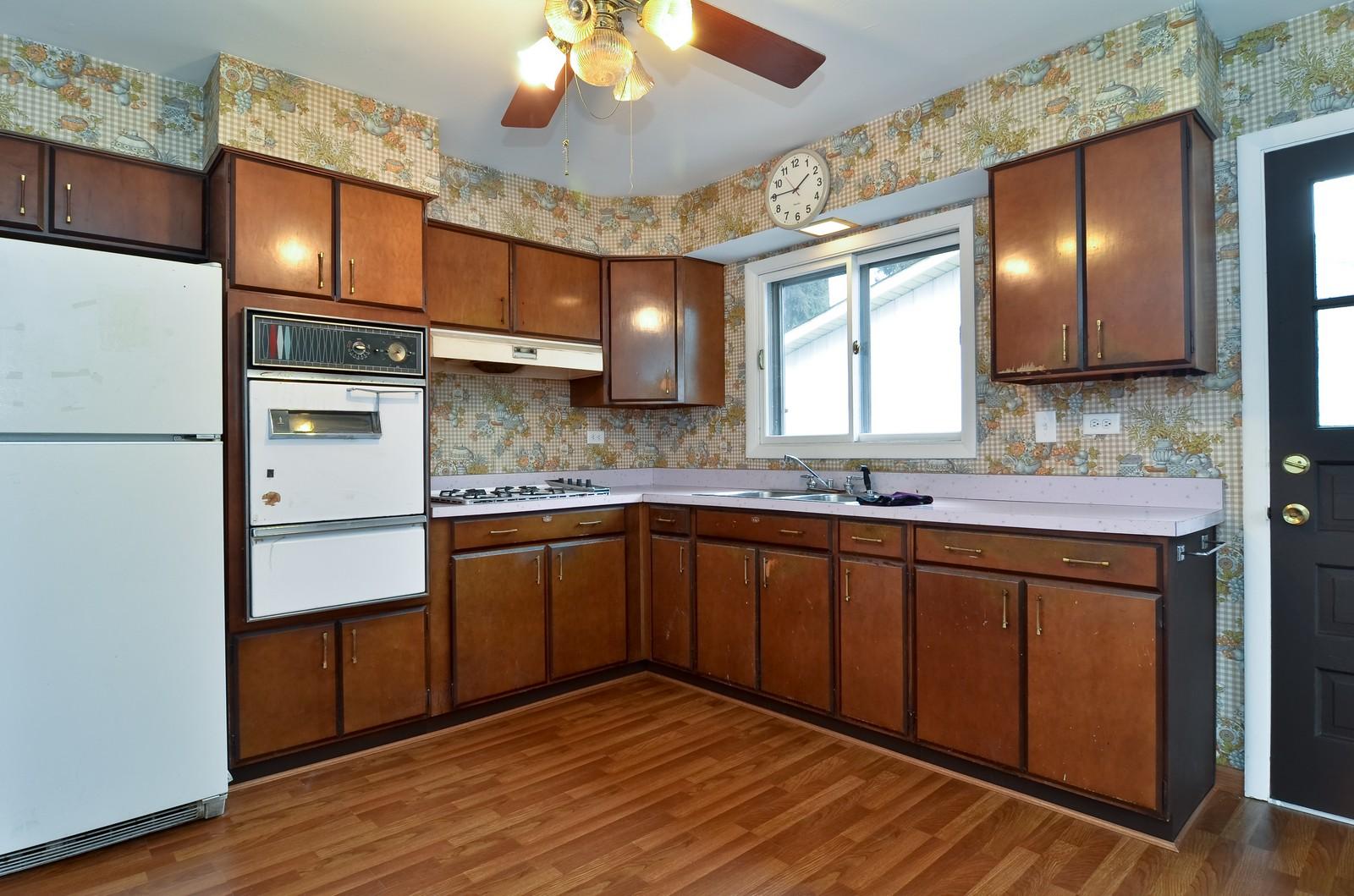 Real Estate Photography - 223 Norman Ct, Des Plaines, IL, 60016 - Kitchen