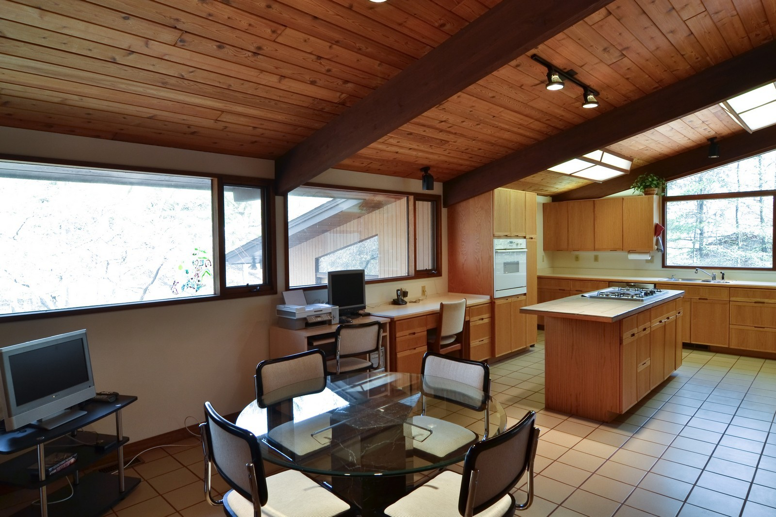 Real Estate Photography - 6 Pine Ln, Dune Acres, IN, 46304 - Spacious Eat In Kitchen