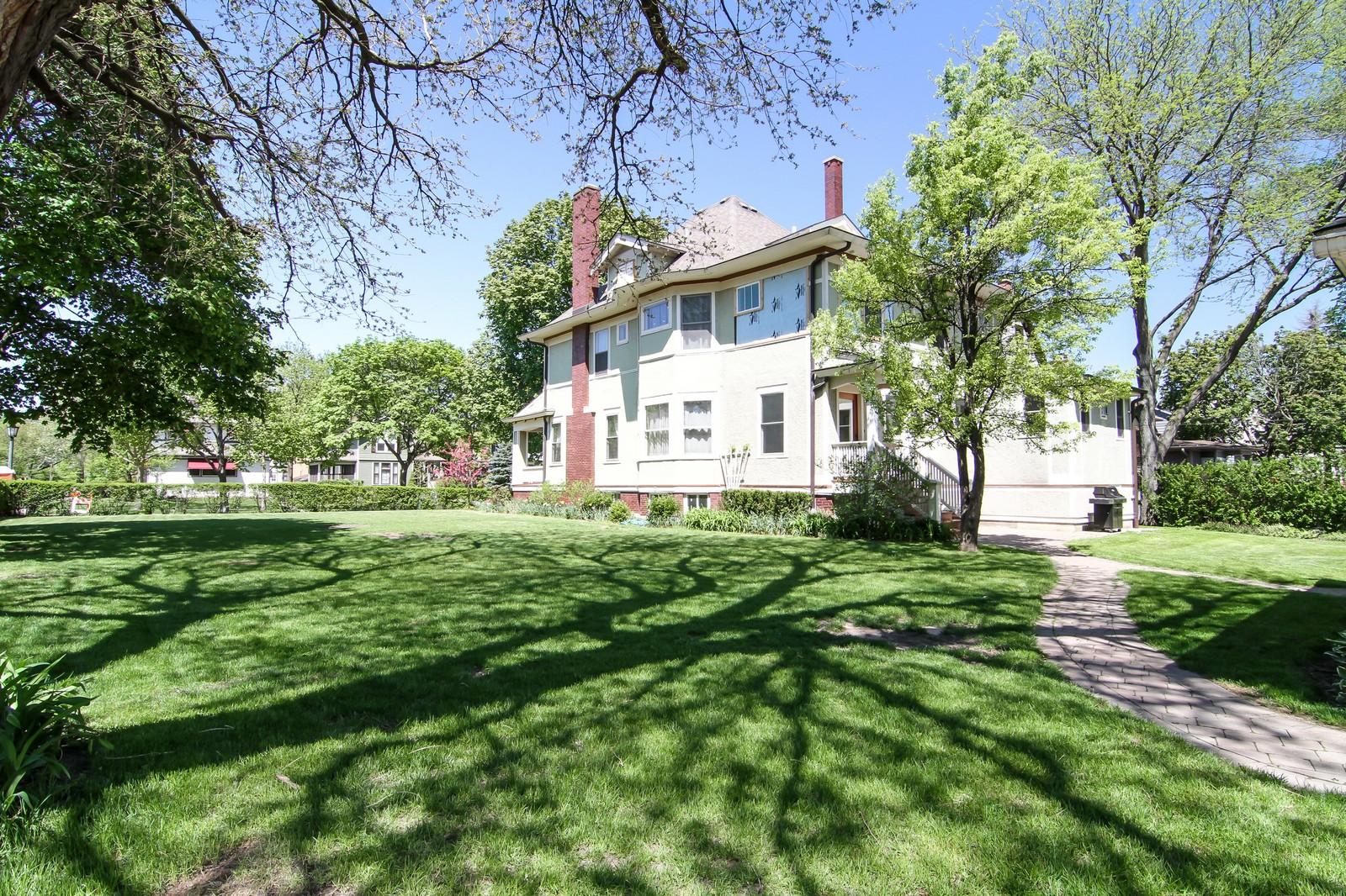 Real Estate Photography - 239 6th Avenue, La Grange, IL, 60525 - Side View