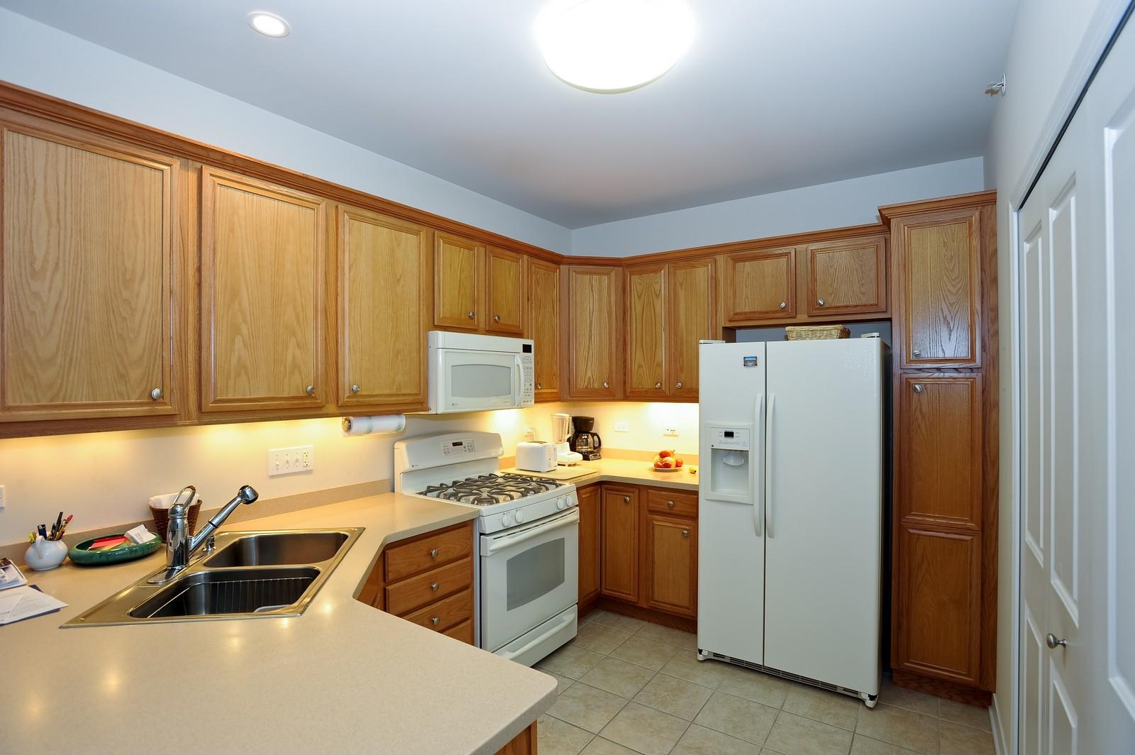 Real Estate Photography - 2692 Stone Circle, 209, Geneva, IL, 60134 - Kitchen