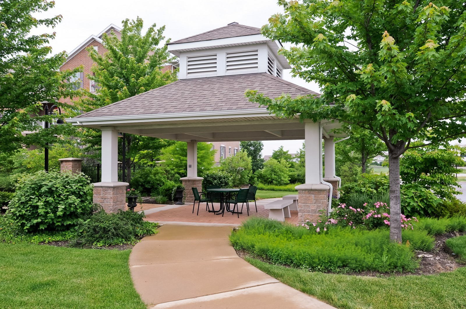 Real Estate Photography - 2692 Stone Circle, 209, Geneva, IL, 60134 - Gazebo