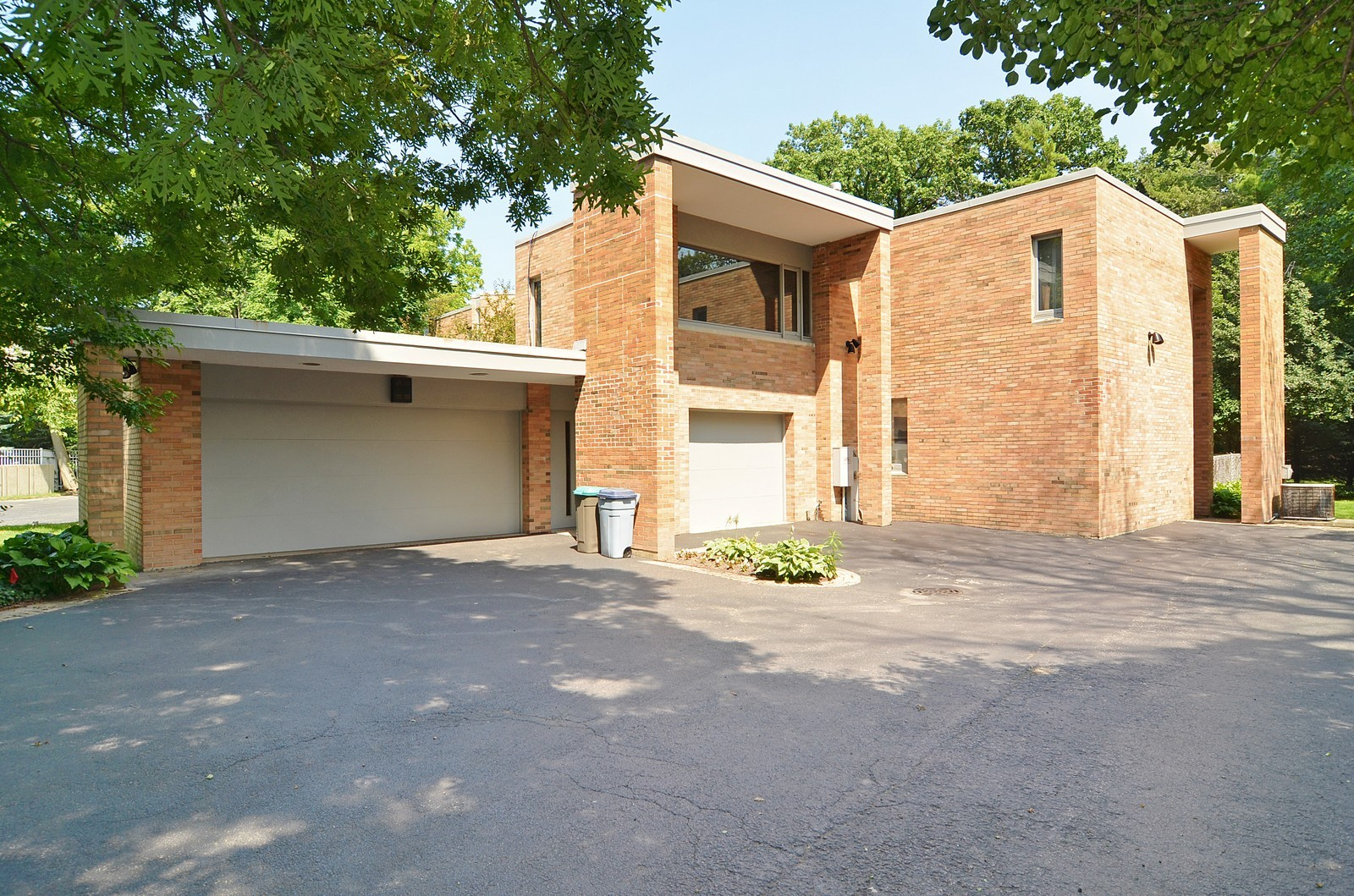 Real Estate Photography - 350 Sunrise Circle, Glencoe, IL, 60022 - 3 Car Garage