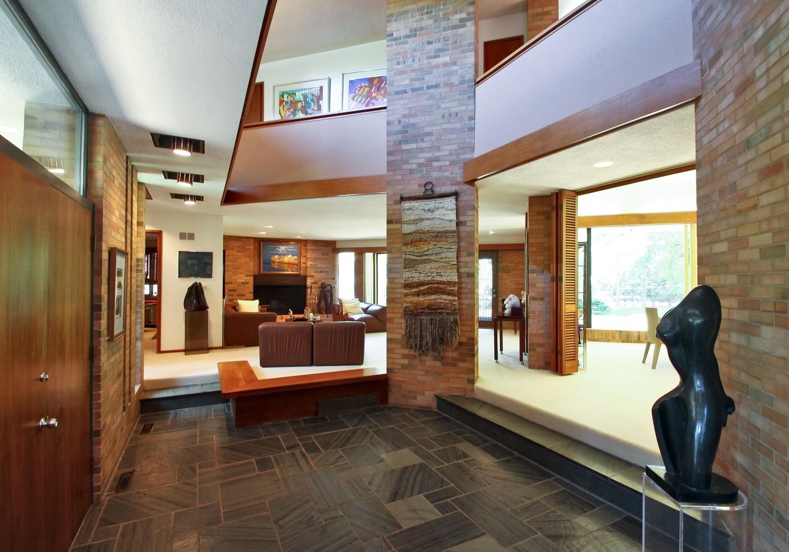 Real Estate Photography - 350 Sunrise Circle, Glencoe, IL, 60022 - Grand Entryway