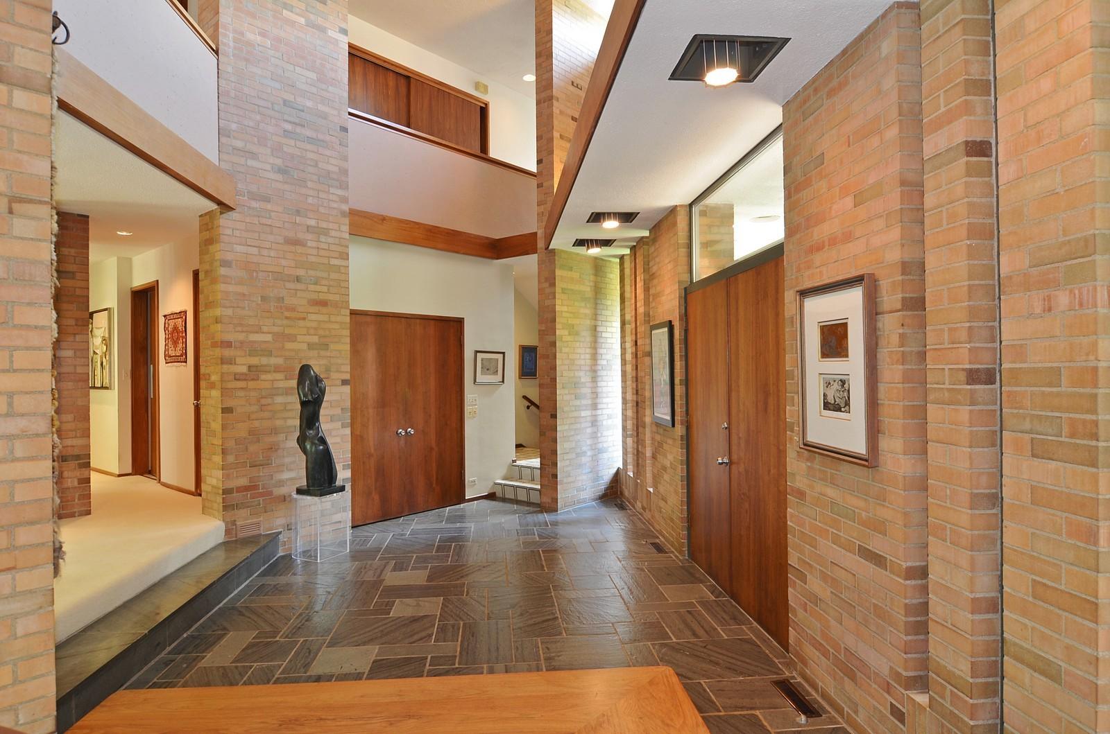 Real Estate Photography - 350 Sunrise Circle, Glencoe, IL, 60022 - Grand Entryway 2