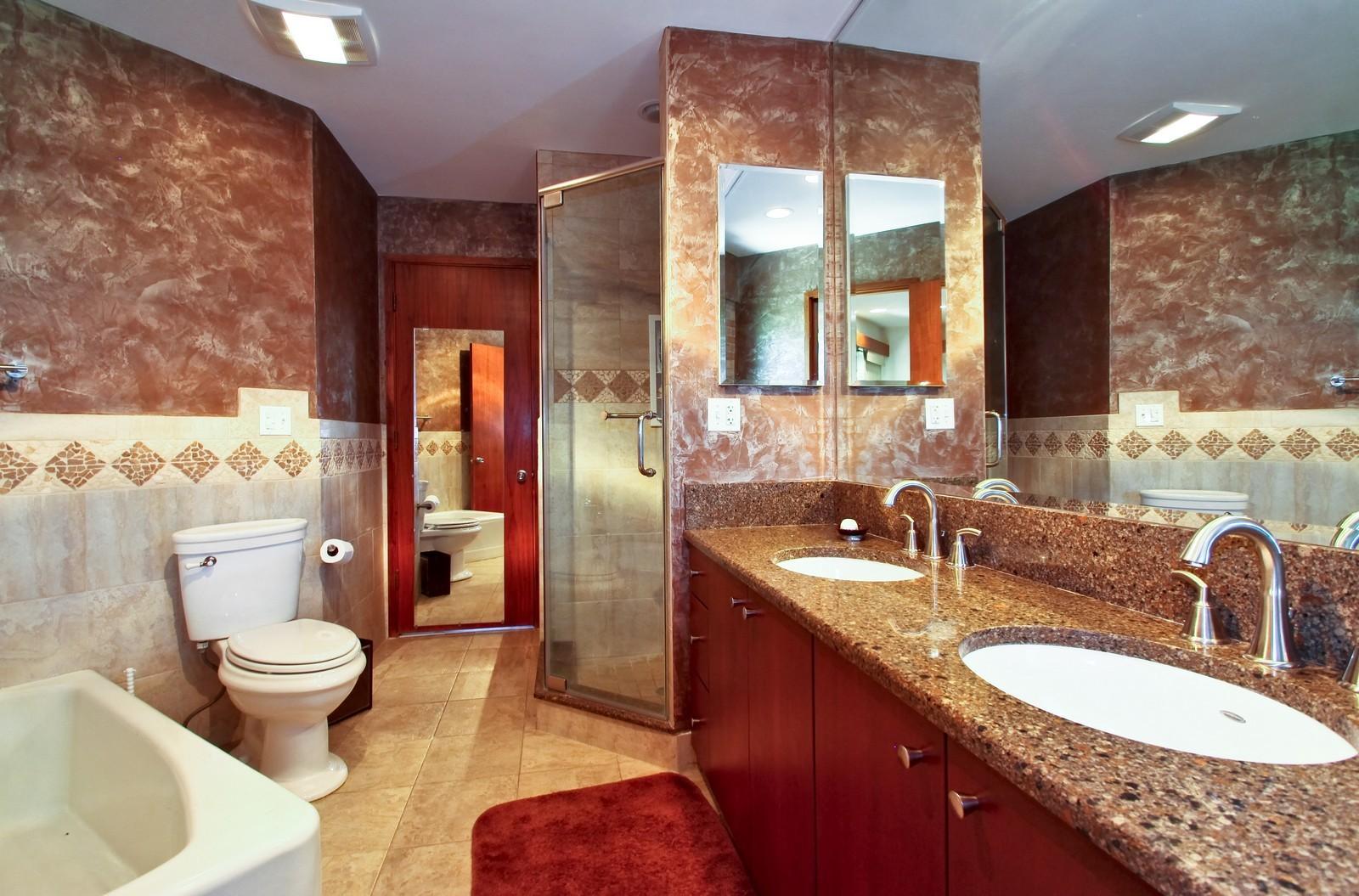 Real Estate Photography - 350 Sunrise Circle, Glencoe, IL, 60022 - Upgraded Jack n Jill Bath