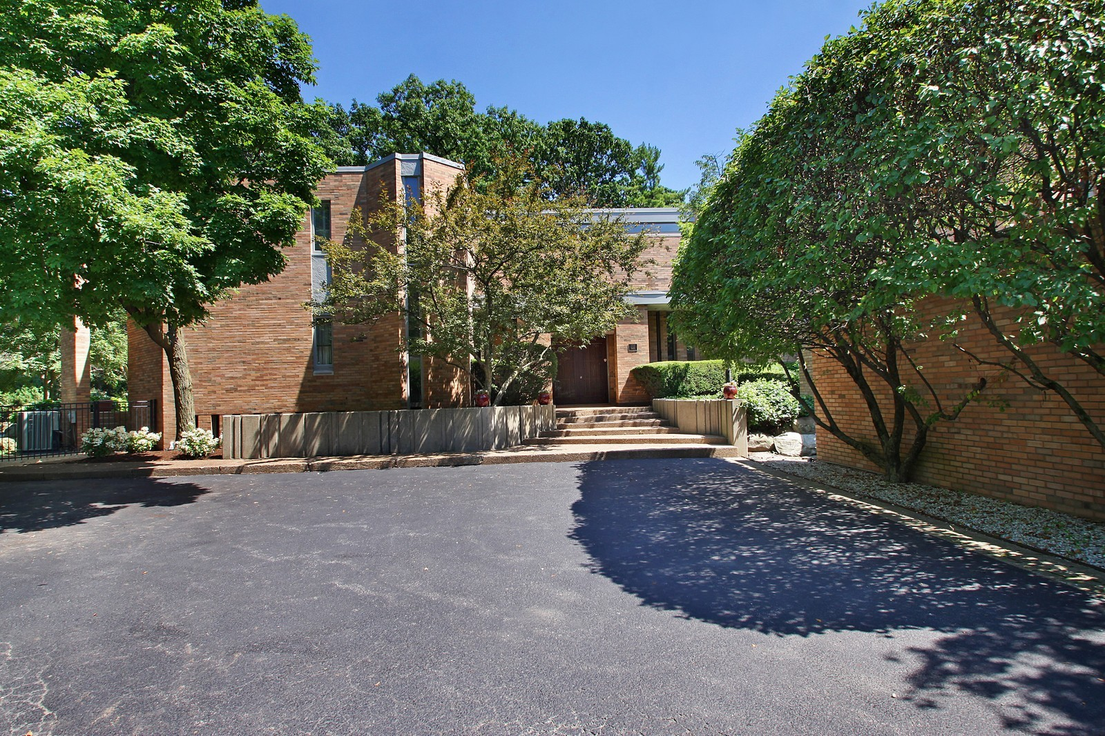 Real Estate Photography - 350 Sunrise Circle, Glencoe, IL, 60022 - Front of Home (closer)