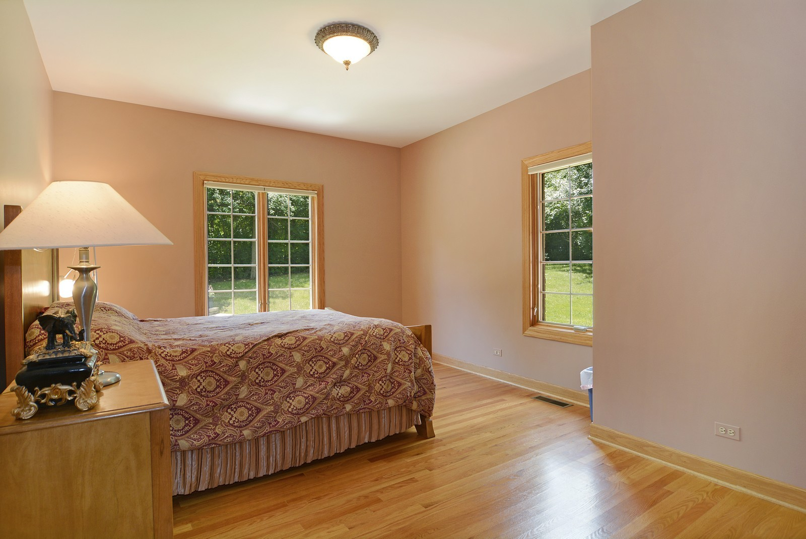Real Estate Photography - 100 Covington, Oak Brook, IL, 60523 - Guest Bedroom