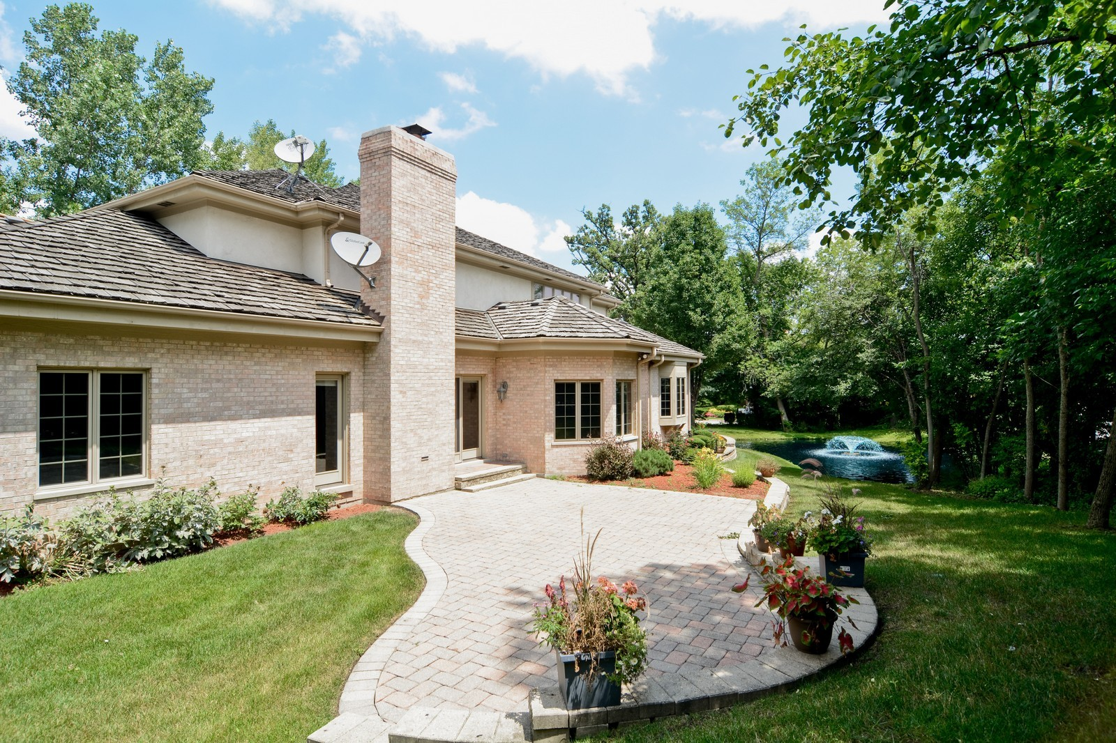 Real Estate Photography - 100 Covington, Oak Brook, IL, 60523 - Rear View