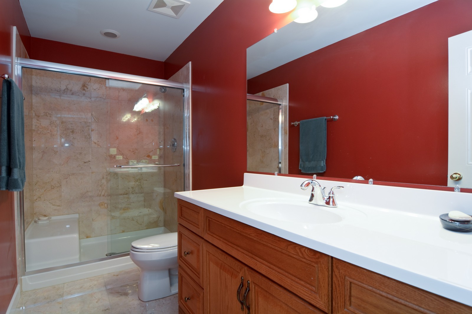 Real Estate Photography - 100 Covington, Oak Brook, IL, 60523 - Bathroom