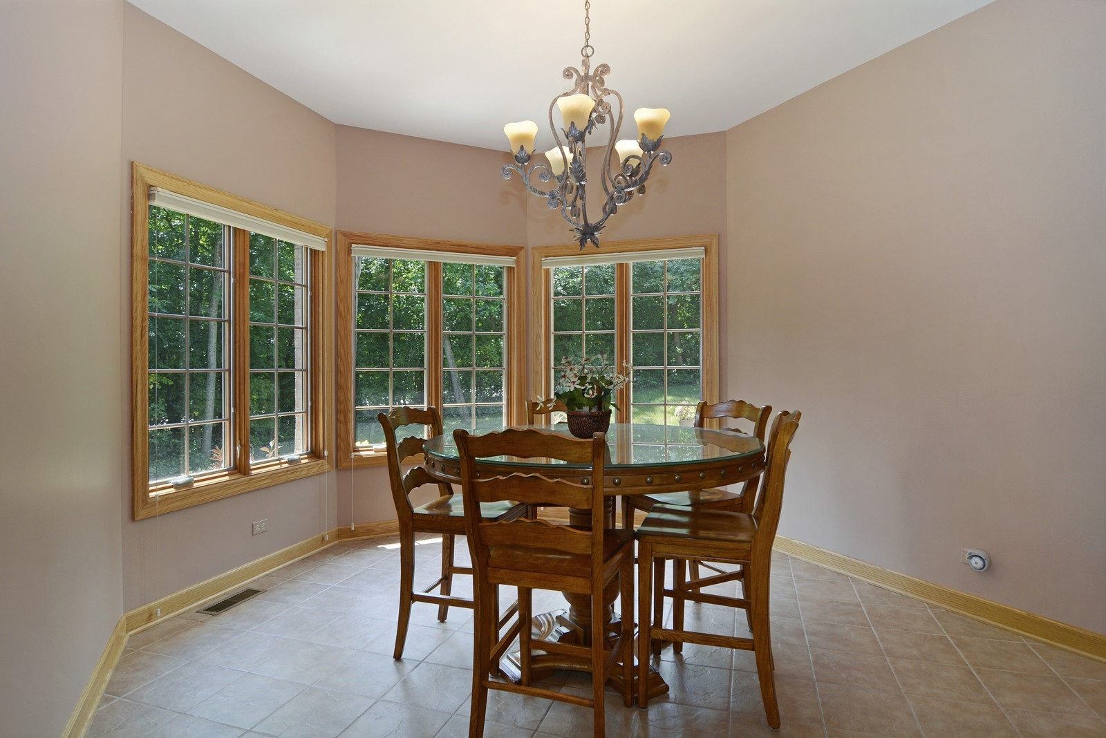 Real Estate Photography - 100 Covington, Oak Brook, IL, 60523 - Breakfast Nook