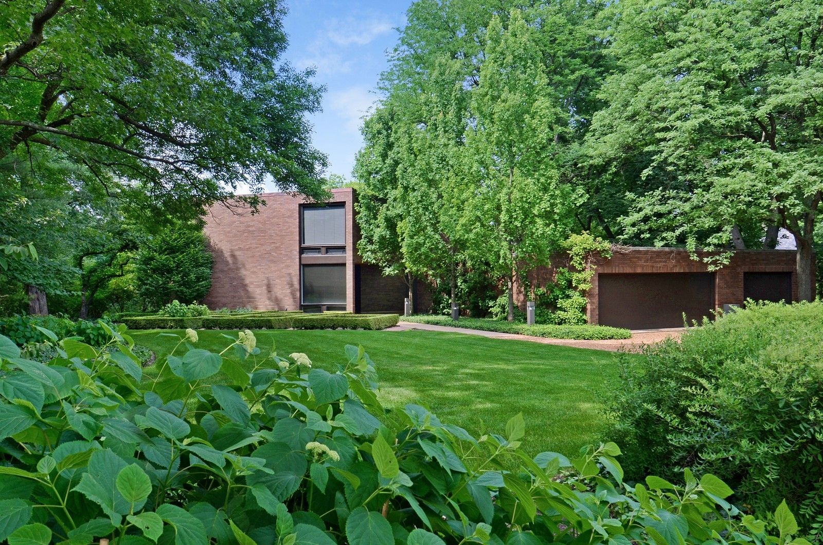 Real Estate Photography - 425 Woodside Ave, Hinsdale, IL, 60521 - Front View