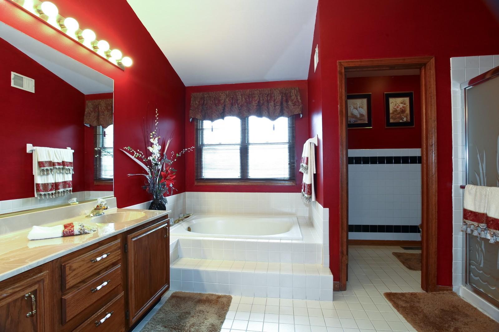 Real Estate Photography - 537 Spruce Lane, Lisle, IL, 60532 - Master Bathroom