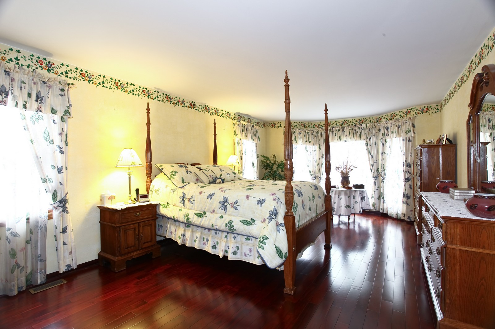 Real Estate Photography - 537 Spruce Lane, Lisle, IL, 60532 - Master Bedroom
