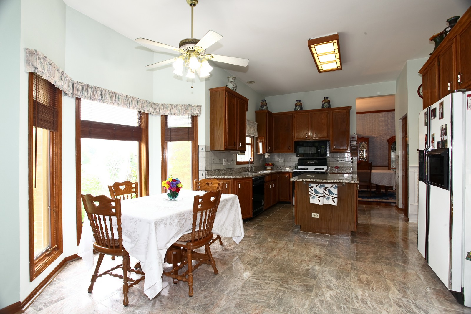Real Estate Photography - 537 Spruce Lane, Lisle, IL, 60532 - Kitchen / Breakfast Room