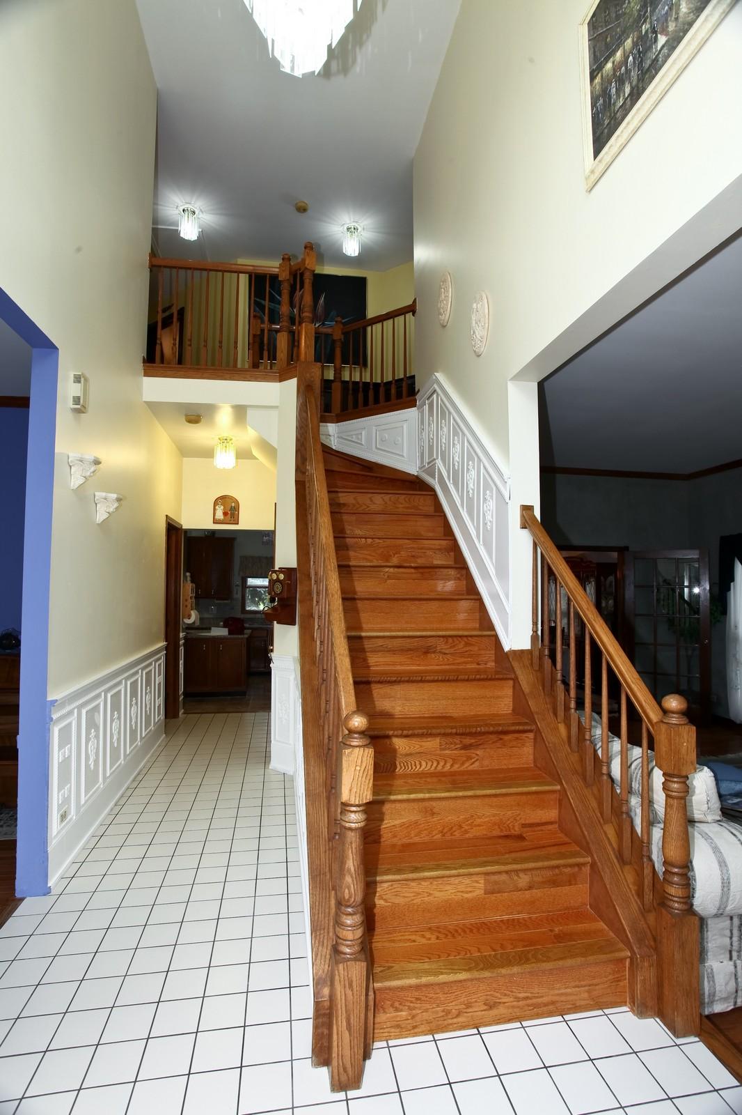 Real Estate Photography - 537 Spruce Lane, Lisle, IL, 60532 - Foyer