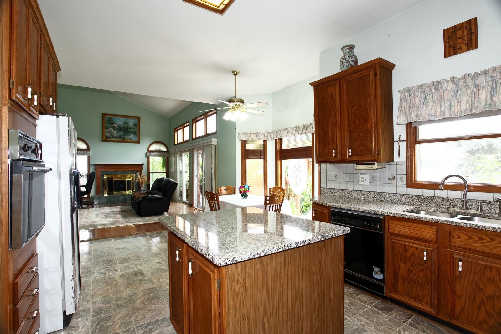 Real Estate Photography - 537 Spruce Lane, Lisle, IL, 60532 - Kitchen