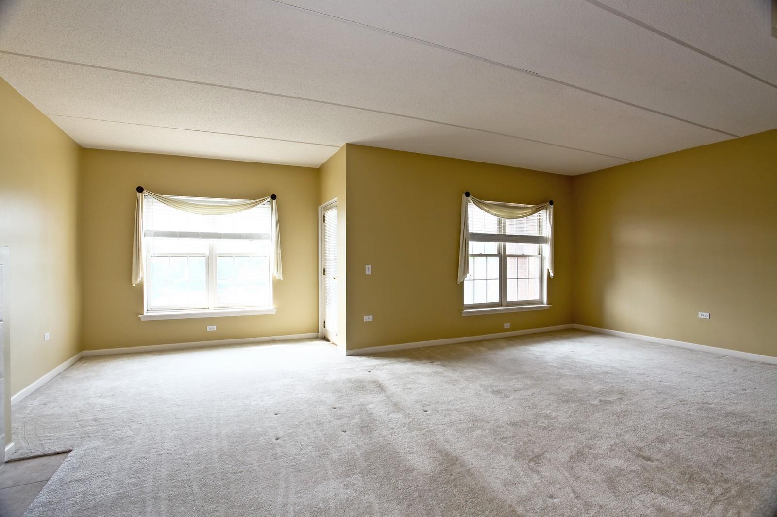 Real Estate Photography - 570 Crescent Blvd., 301, Glen Ellyn, IL, 60137 - Living Room