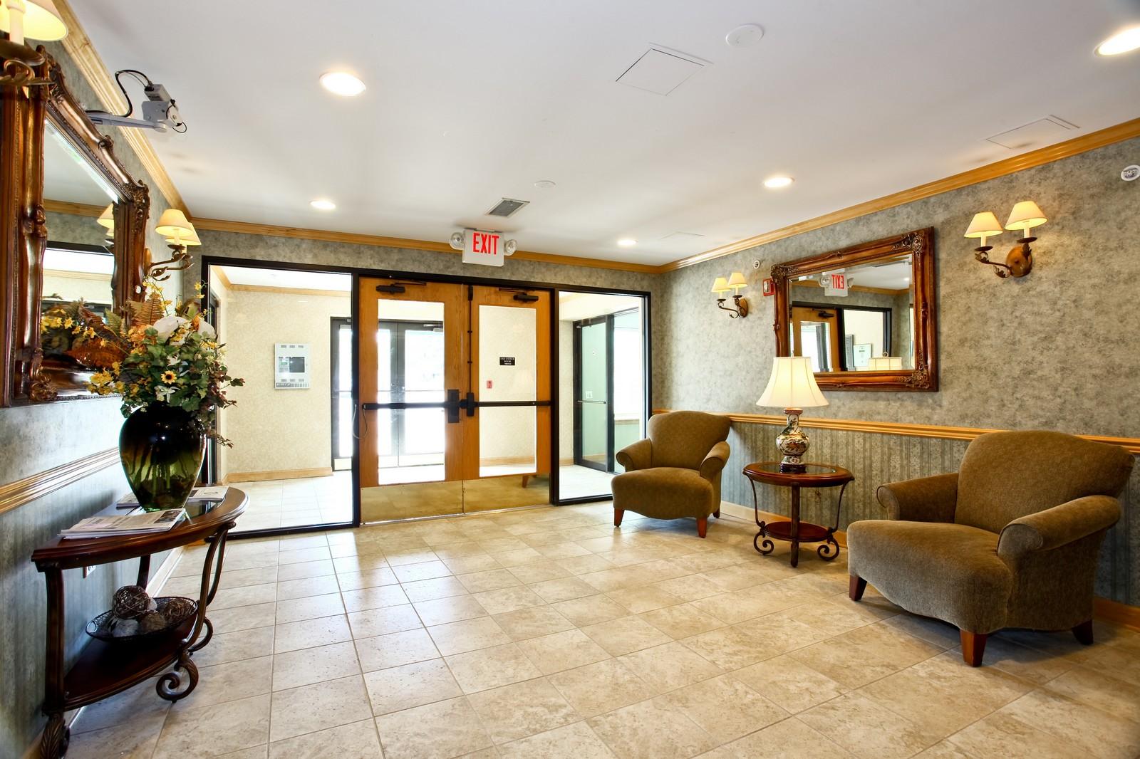 Real Estate Photography - 570 Crescent Blvd., 301, Glen Ellyn, IL, 60137 - Location 1