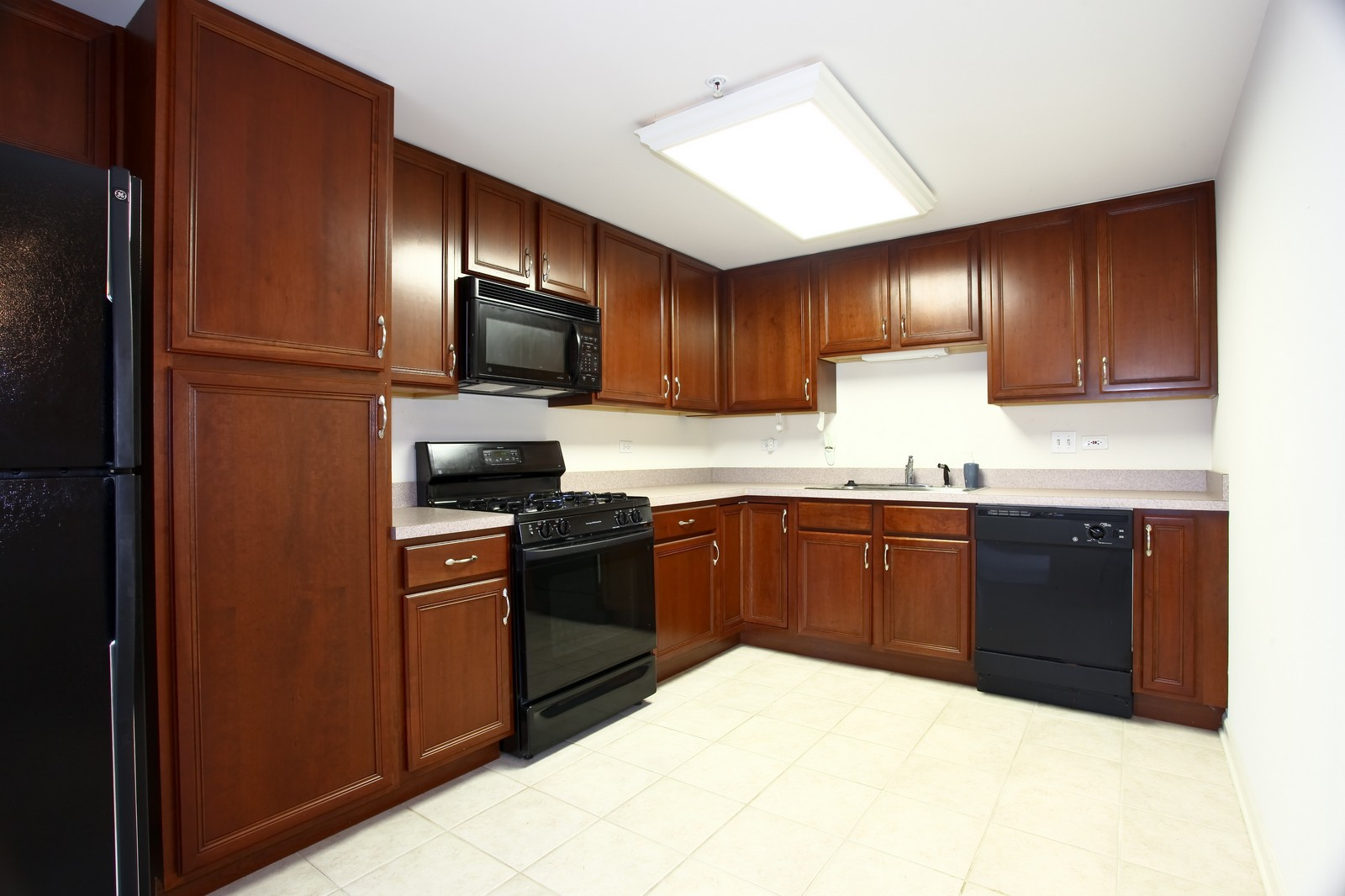 Real Estate Photography - 570 Crescent Blvd., 301, Glen Ellyn, IL, 60137 - Kitchen