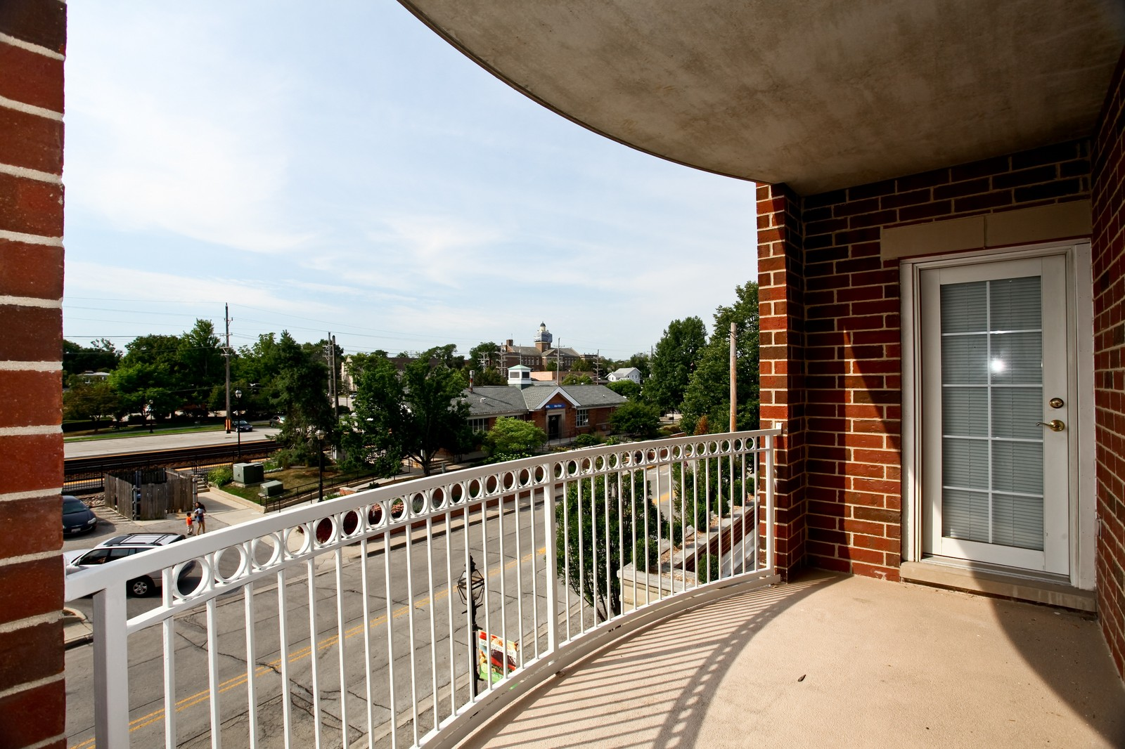 Real Estate Photography - 570 Crescent Blvd., 301, Glen Ellyn, IL, 60137 - Deck