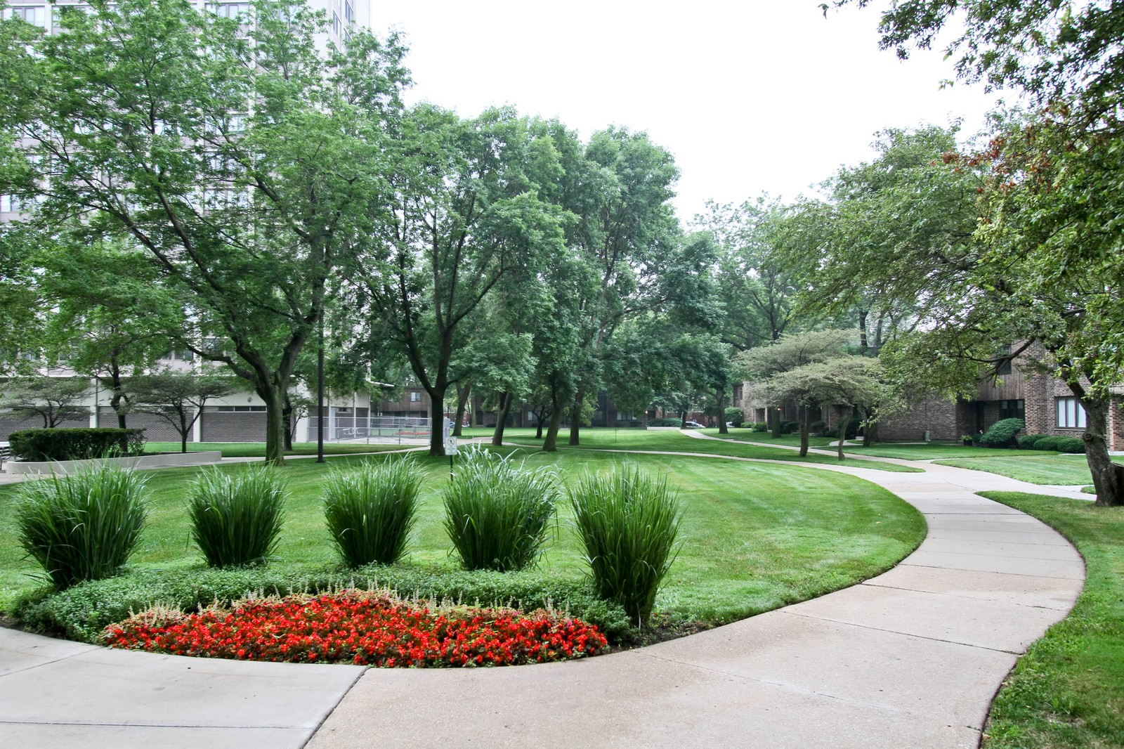 Real Estate Photography - 4800 S Lake Park Ave, Unit 2212, Chicago, IL, 60615 - Courtyard
