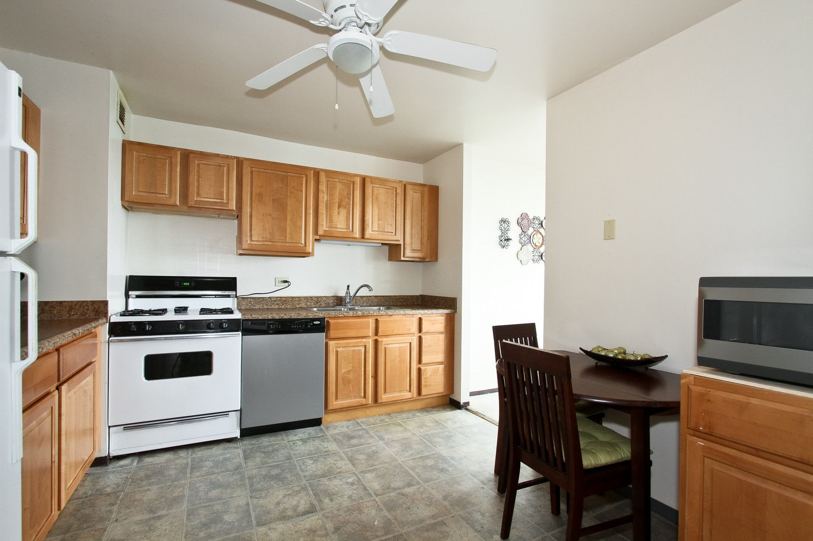 Real Estate Photography - 4800 S Lake Park Ave, Unit 2212, Chicago, IL, 60615 - Kitchen