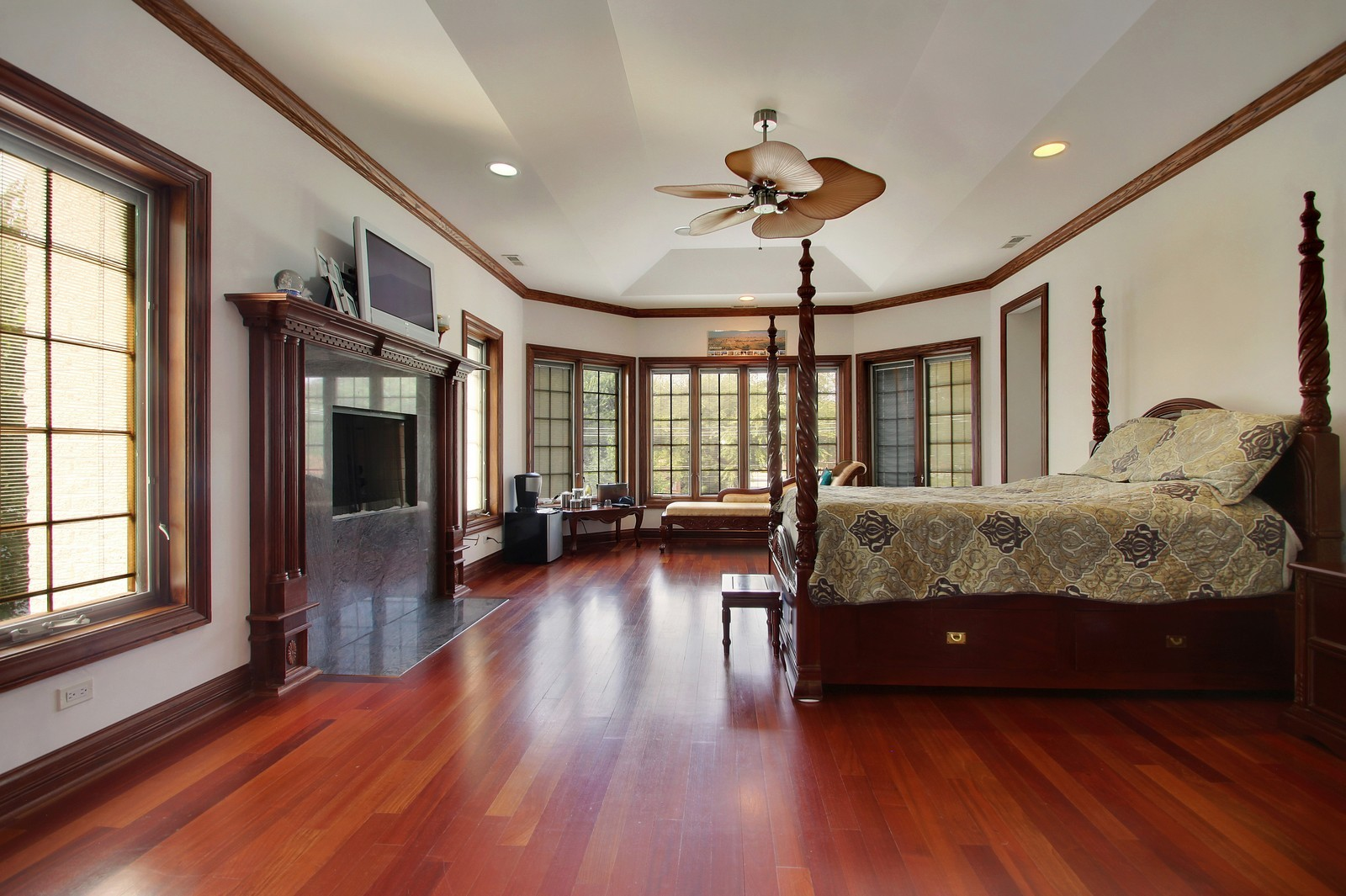 Real Estate Photography - 1641 Pickwick Lane, Glenview, IL, 60026 - Master Bedroom
