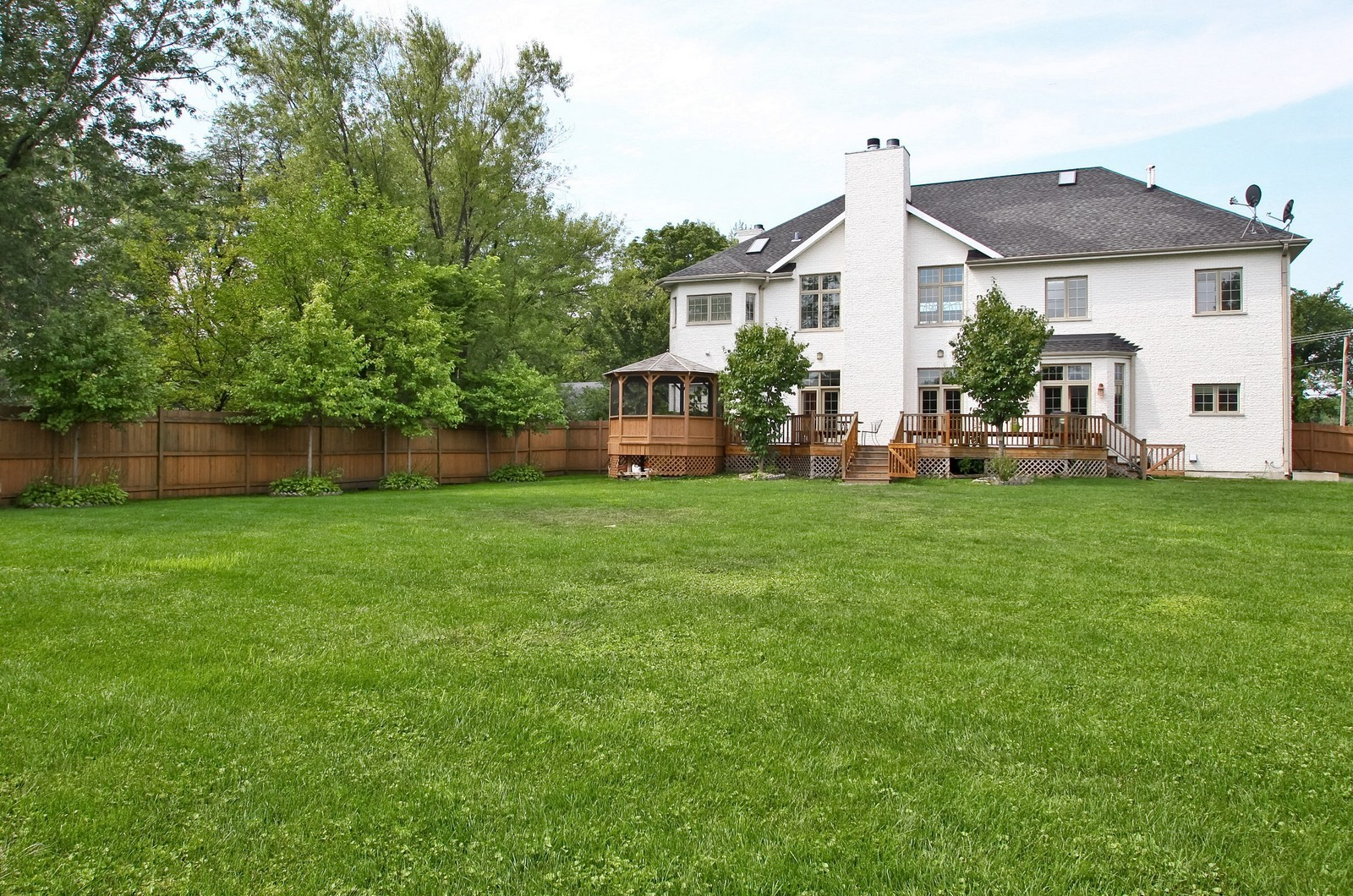 Real Estate Photography - 1641 Pickwick Lane, Glenview, IL, 60026 - Back Yard