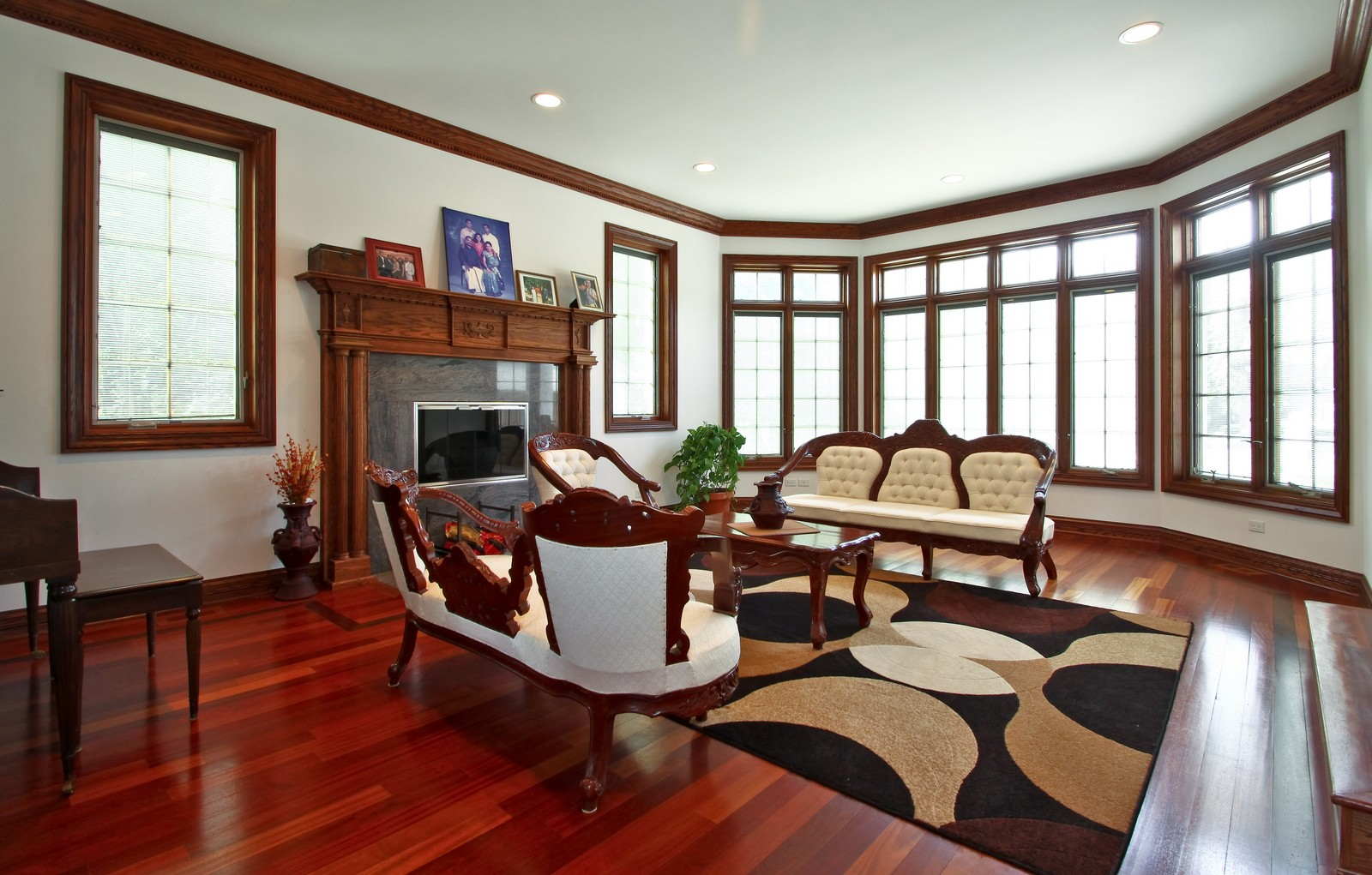 Real Estate Photography - 1641 Pickwick Lane, Glenview, IL, 60026 - Family Room
