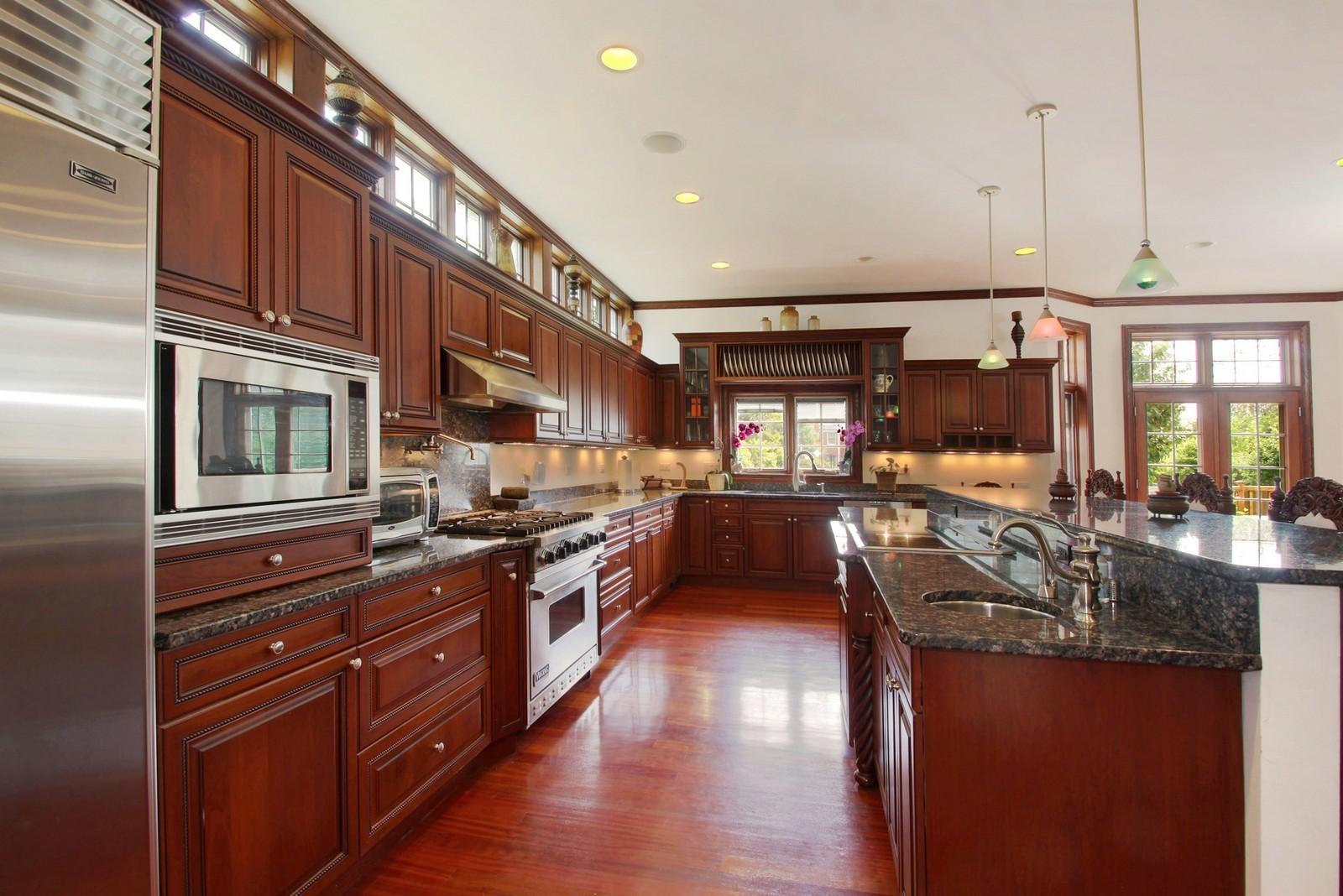 Real Estate Photography - 1641 Pickwick Lane, Glenview, IL, 60026 - Kitchen