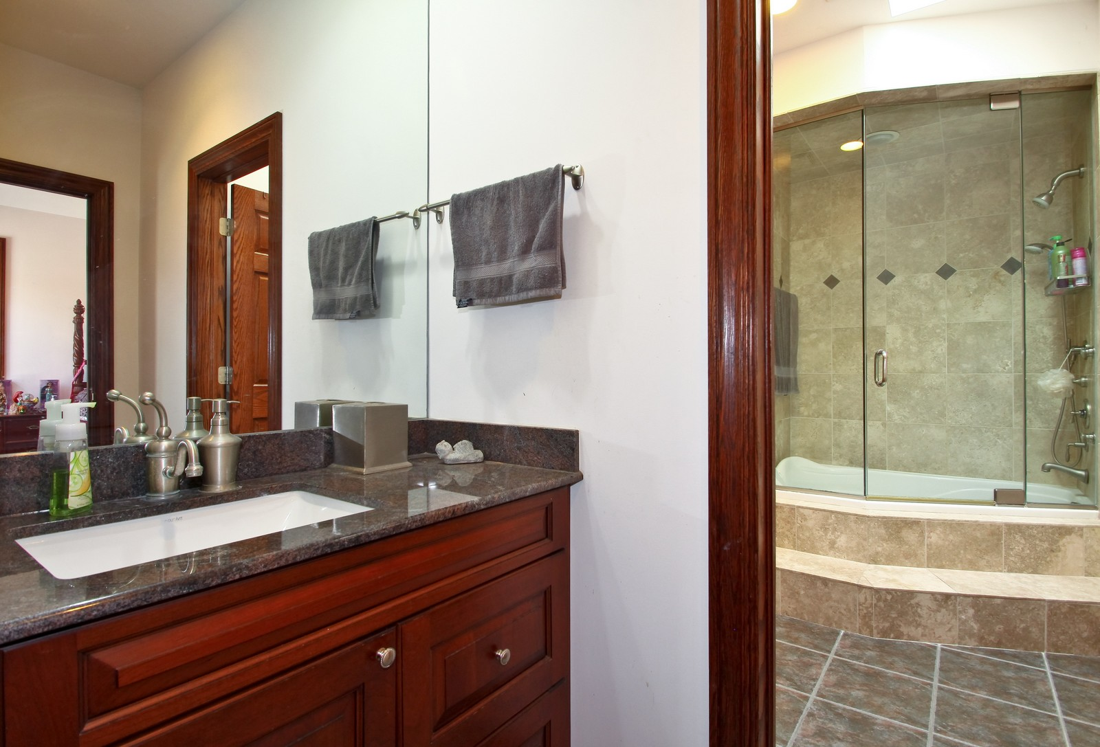 Real Estate Photography - 1641 Pickwick Lane, Glenview, IL, 60026 - Bathroom