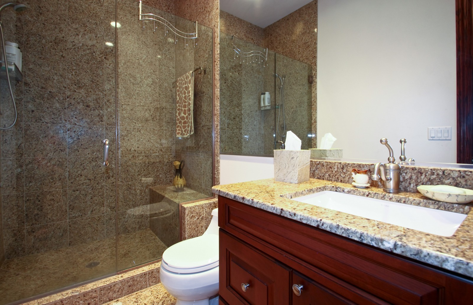 Real Estate Photography - 1641 Pickwick Lane, Glenview, IL, 60026 - 2nd Bathroom
