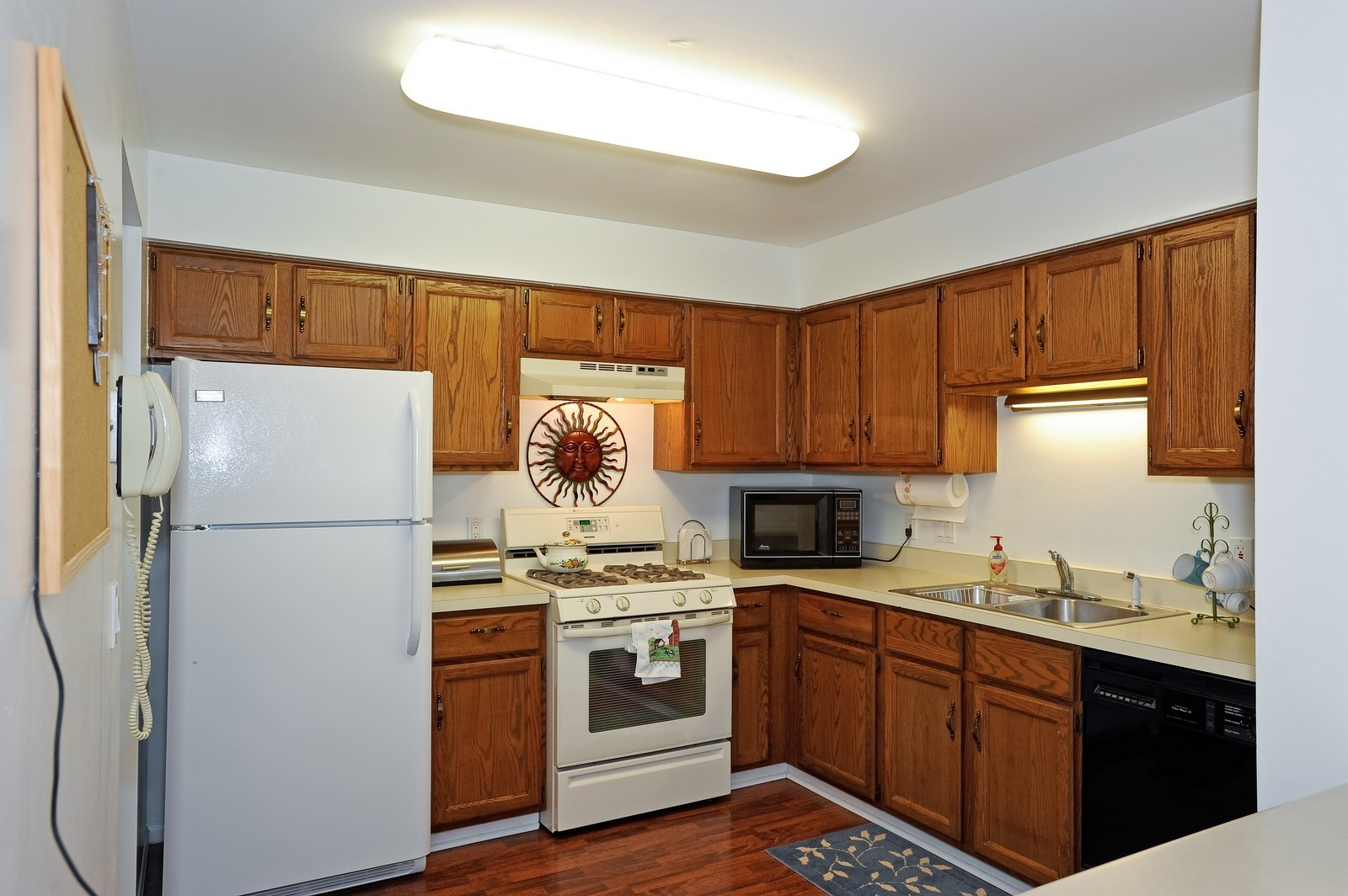 Real Estate Photography - 1138 Spring Garden, Naperville, IL, 60563 - Kitchen
