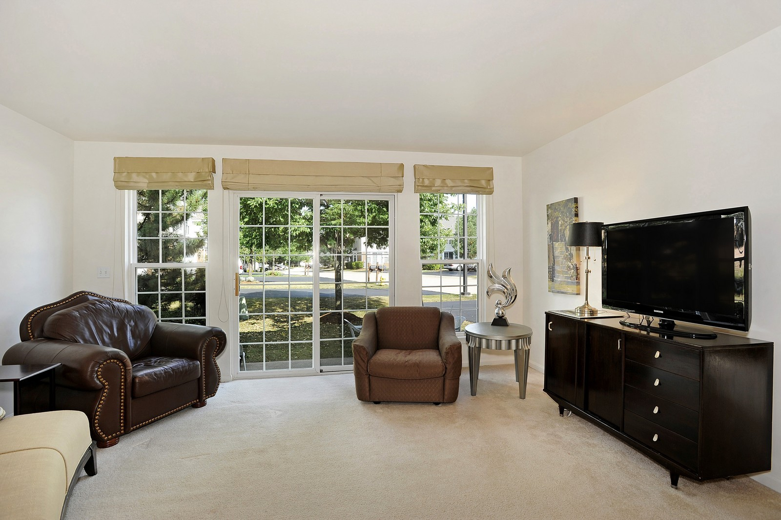 Real Estate Photography - 501 Citadel Circle, Westmont, IL, 60559 - Family Room