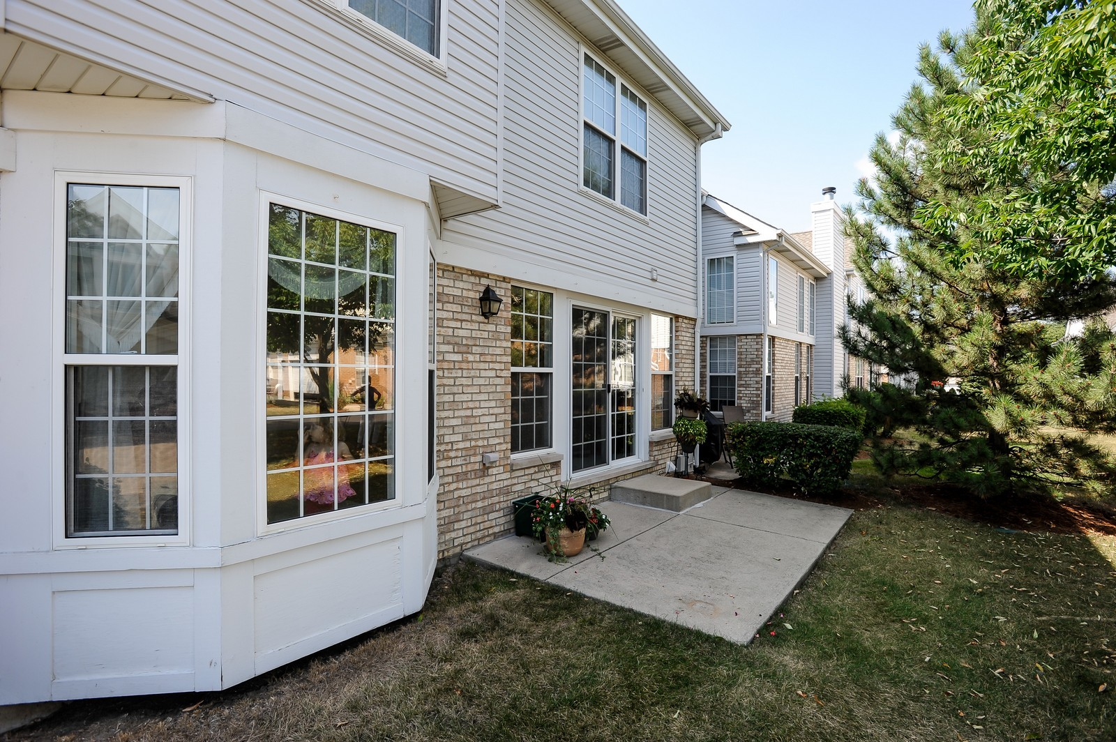 Real Estate Photography - 501 Citadel Circle, Westmont, IL, 60559 - Patio