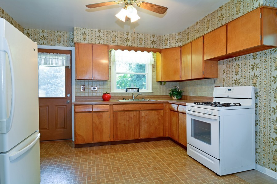 Real Estate Photography - 127 N. Pierce Ave., Wheaton, IL, 60187 - Kitchen