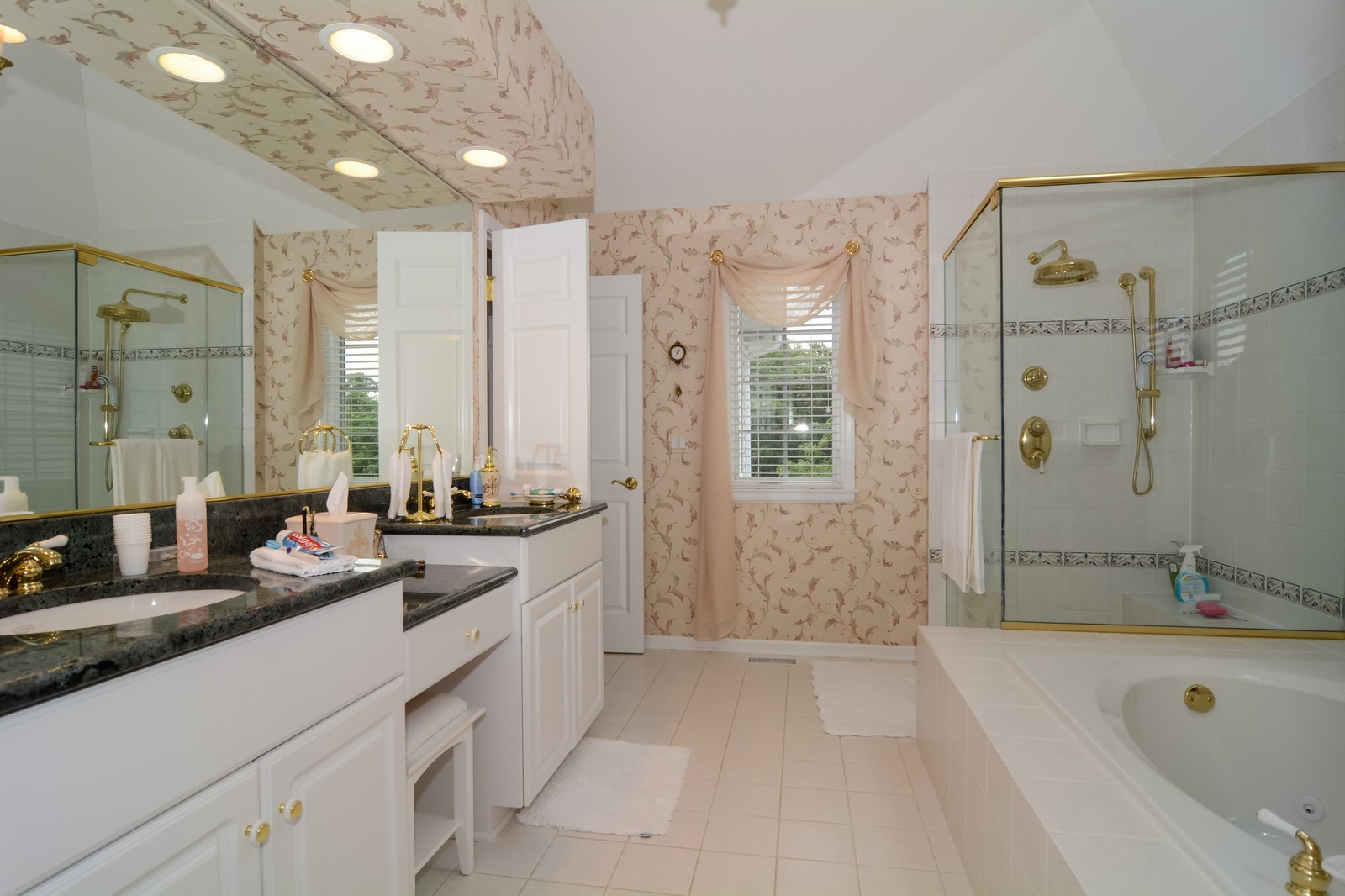 Real Estate Photography - 417 Kristin St, Westmont, IL, 60559 - Master Bathroom