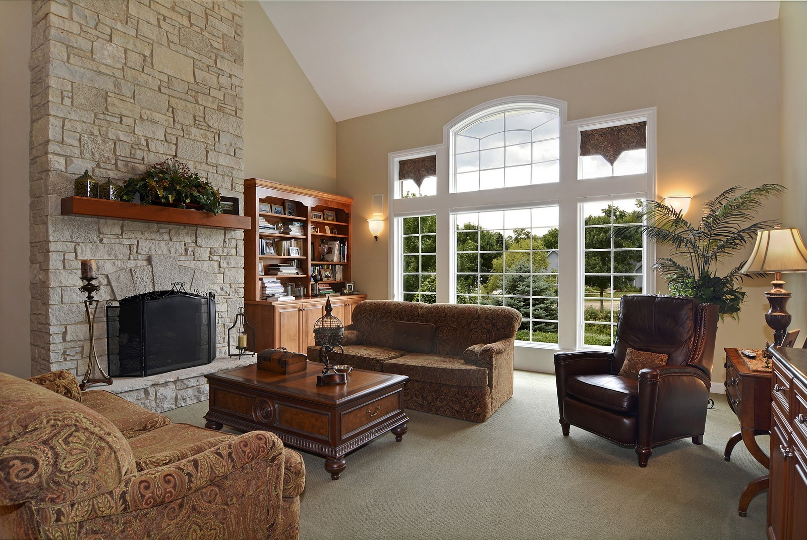 Real Estate Photography - 417 Kristin St, Westmont, IL, 60559 - Family Room