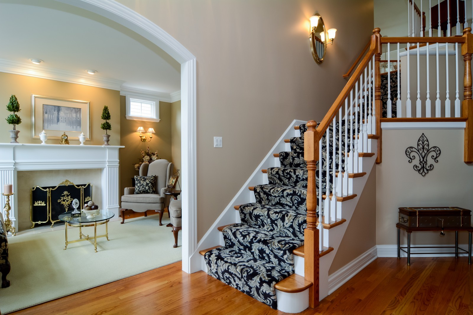 Real Estate Photography - 417 Kristin St, Westmont, IL, 60559 - Foyer