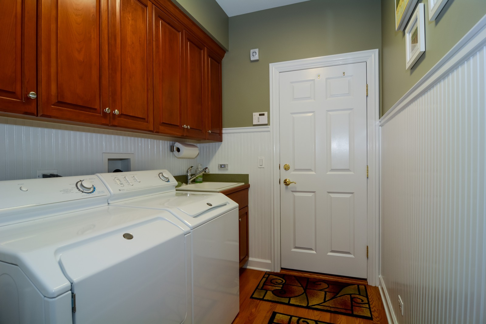Real Estate Photography - 417 Kristin St, Westmont, IL, 60559 - Laundry Room
