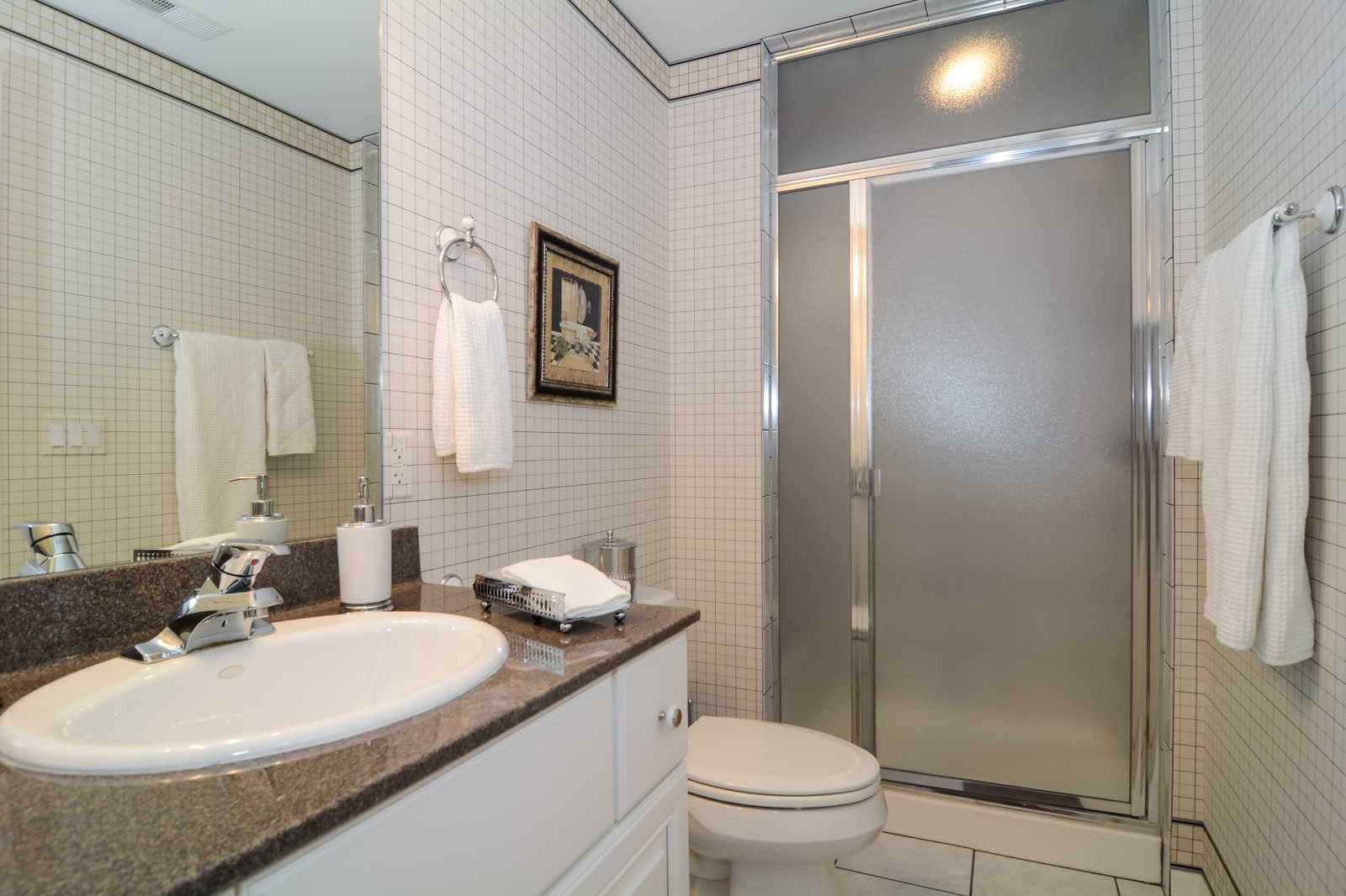 Real Estate Photography - 417 Kristin St, Westmont, IL, 60559 - Bathroom