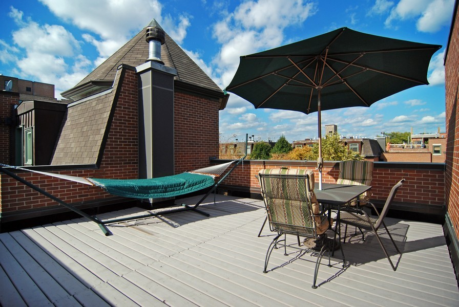Real Estate Photography - 1351 W Altgeld, Unit 2K, Chicago, IL, 60614 - Private Roof Deck