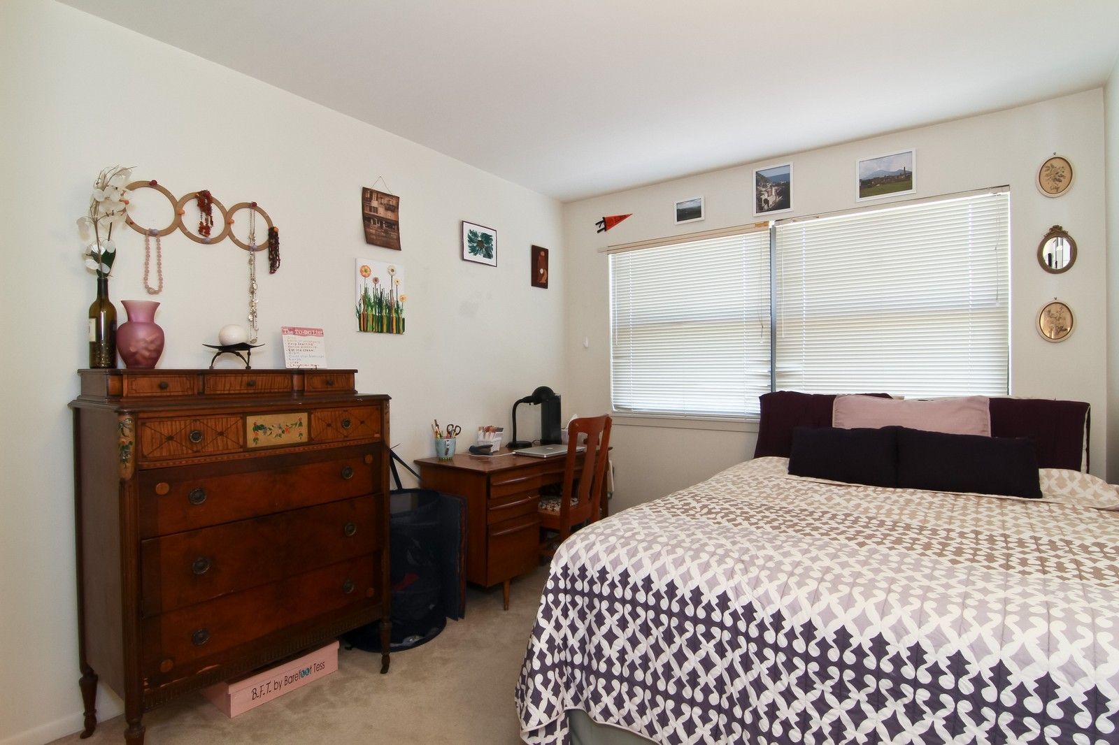 Real Estate Photography - 1621 Wildwood Ln, Darien, IL, 60561 - 2nd Bedroom