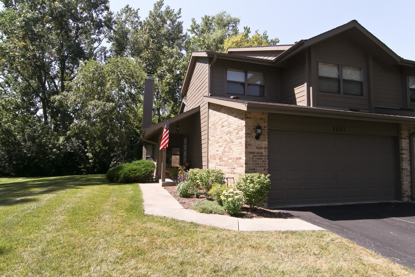 Real Estate Photography - 1621 Wildwood Ln, Darien, IL, 60561 - Front View